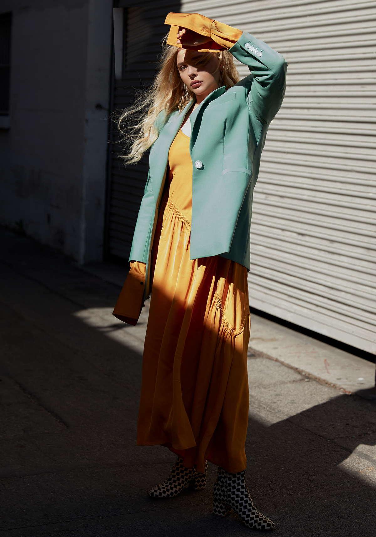 Chloë-Grace-Moretz-Photographed-by-Harper-Smith-for-Who-Wat-Wear-201800004.jpg