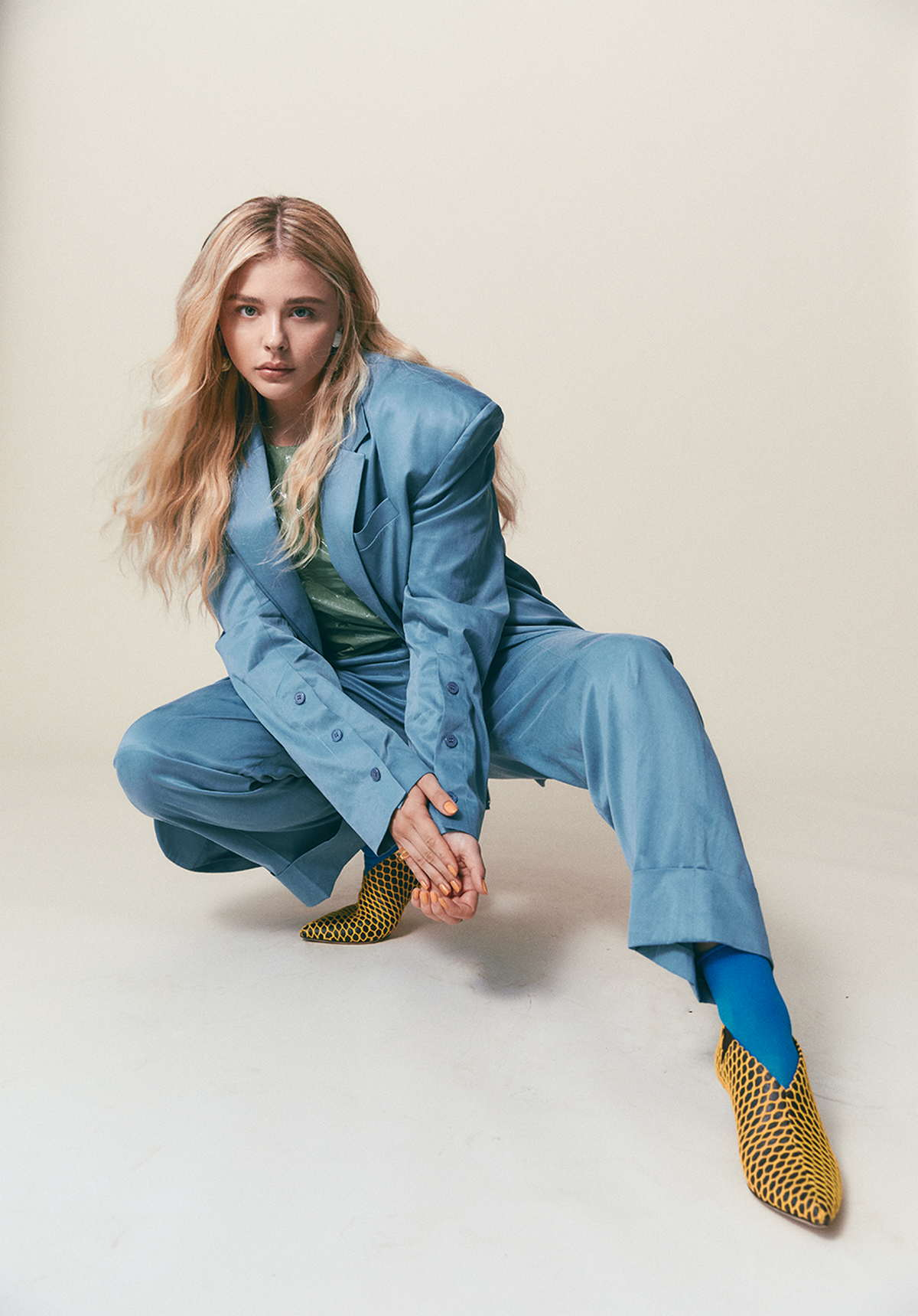 Chloë-Grace-Moretz-Photographed-by-Harper-Smith-for-Who-Wat-Wear-201800009.jpg