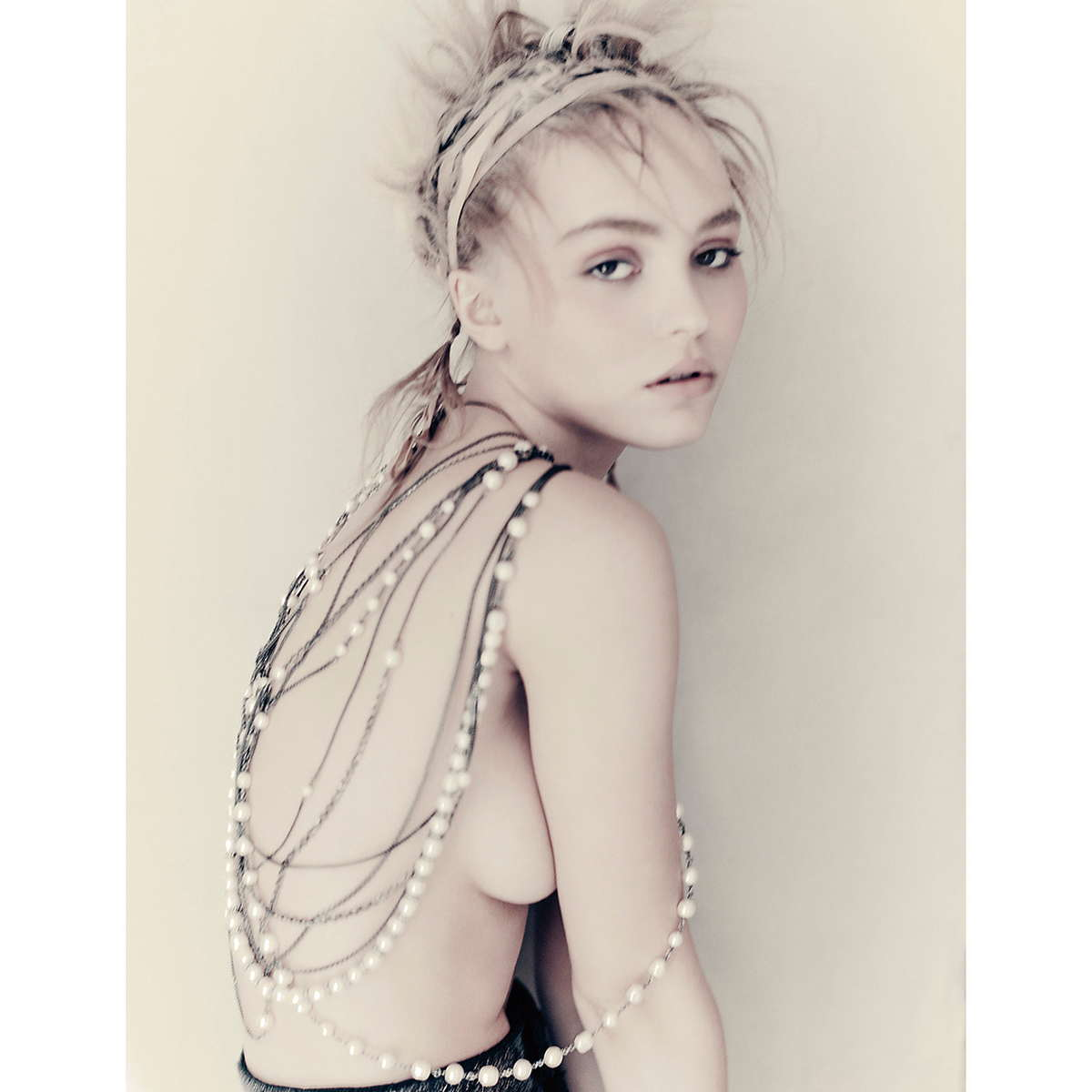 Lily-Rose-Depp-Vogue-Korea-September-201800002.jpg