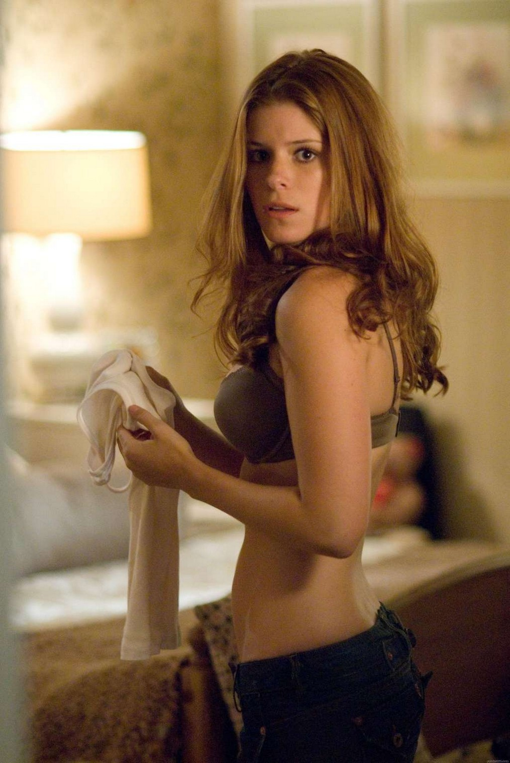 topless-kate-mara-shows-off-her-diet-in-a-movie-photo-u1-1.jpg