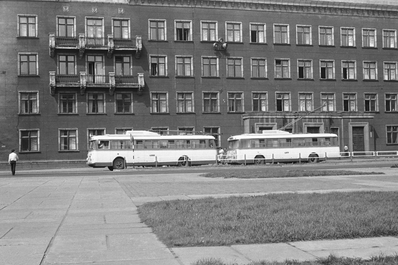 Рига. Троллейбусы Nr.488 + 489.jpg