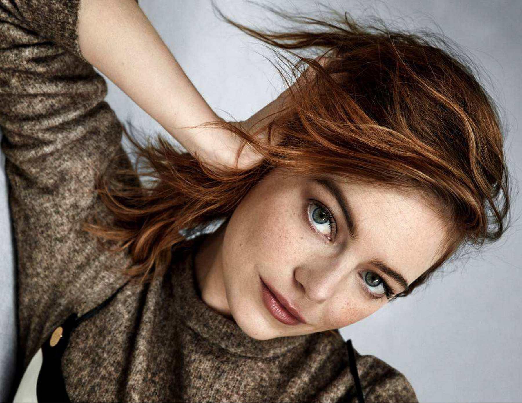 Emma-Stone-Madame-Figaro-14-September-201818ad0f973770384.jpg