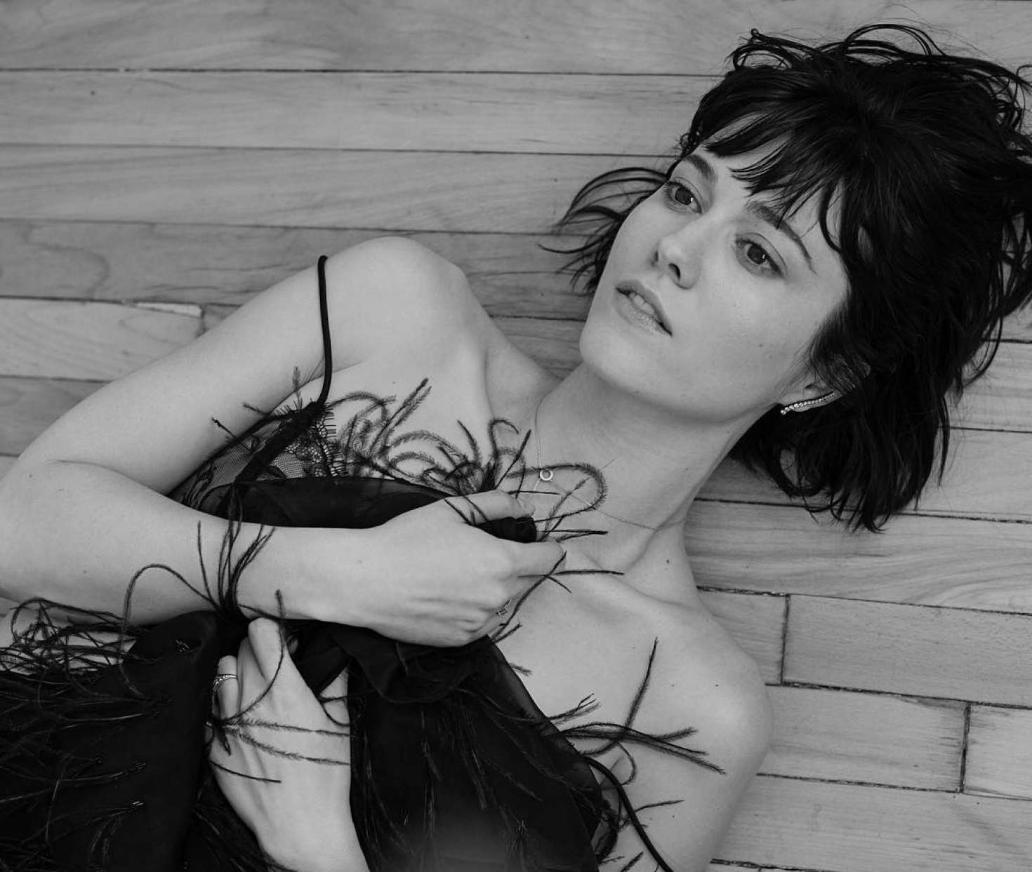 Mary-Elizabeth-Winstead_-VVV-Magazine-Fall-2016-adds--30.jpg