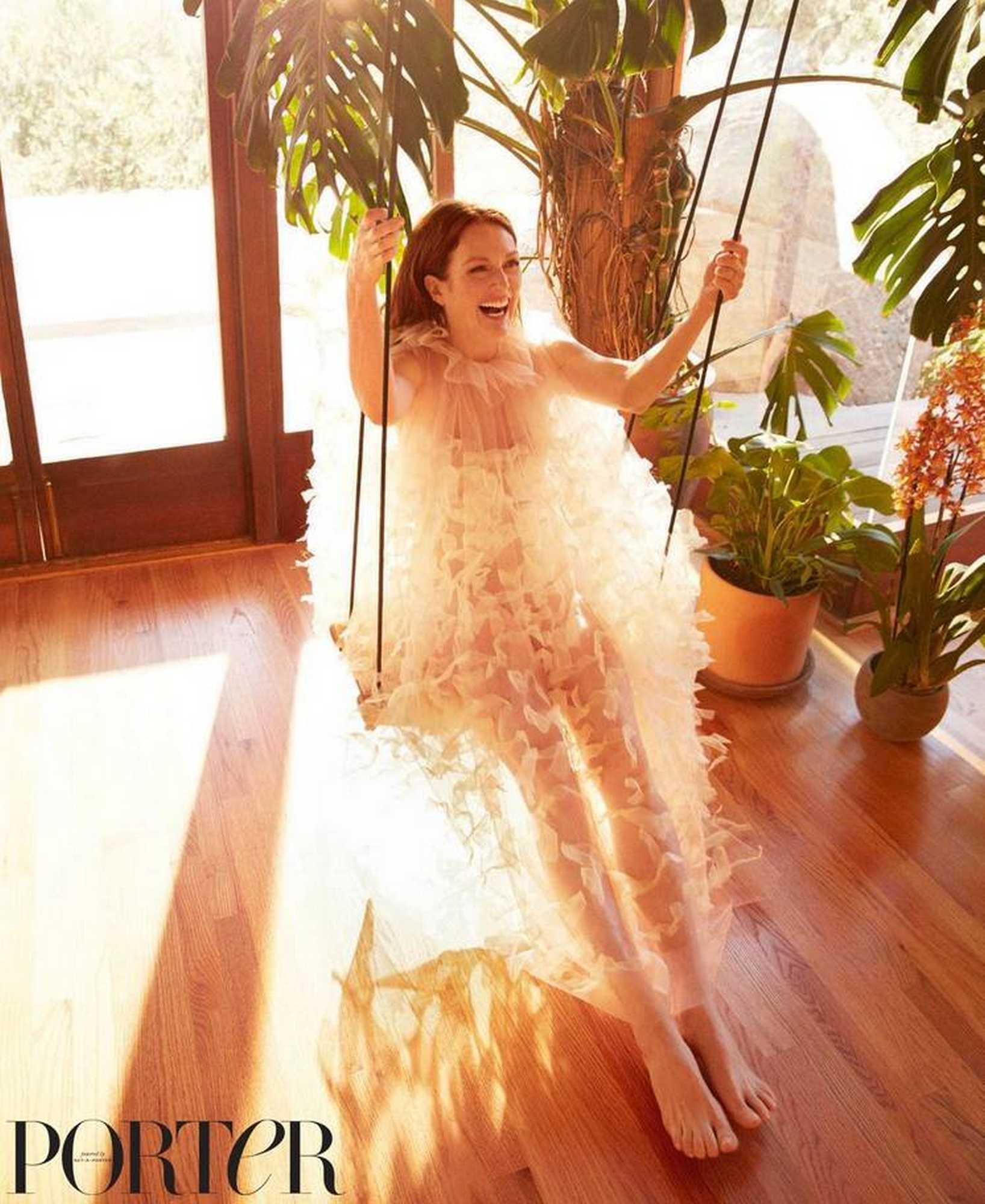 Julianne-Moore-Porter-Magazine-Winter-201838cdd3983488244.jpg