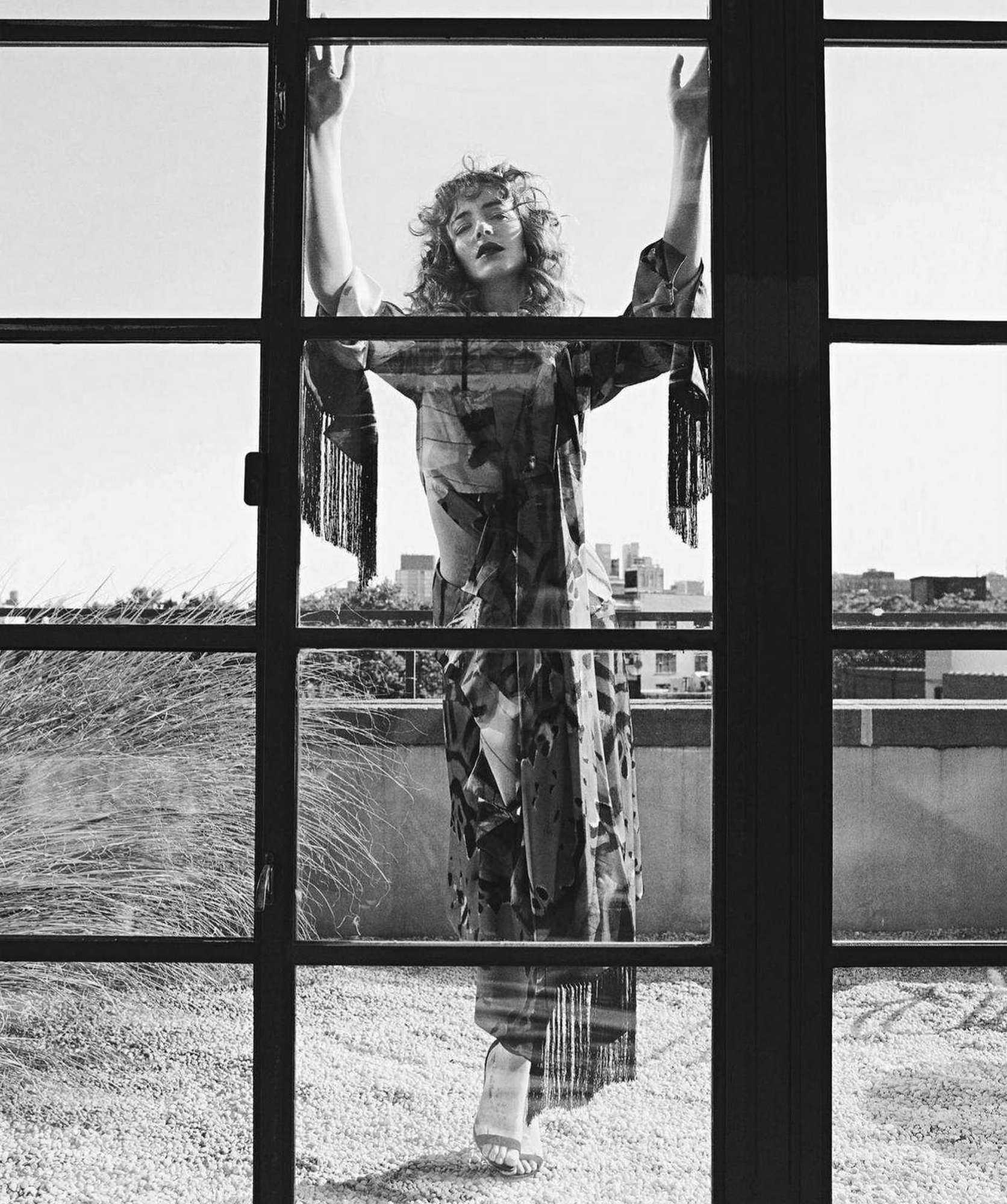 Dakota-Johnson-Emma-Summerton-Photoshoot-for-Vogue-Australia-October-2018093b60983482744.jpg