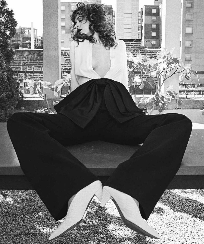 Dakota-Johnson-Emma-Summerton-Photoshoot-for-Vogue-Australia-October-2018563173983482354.jpg
