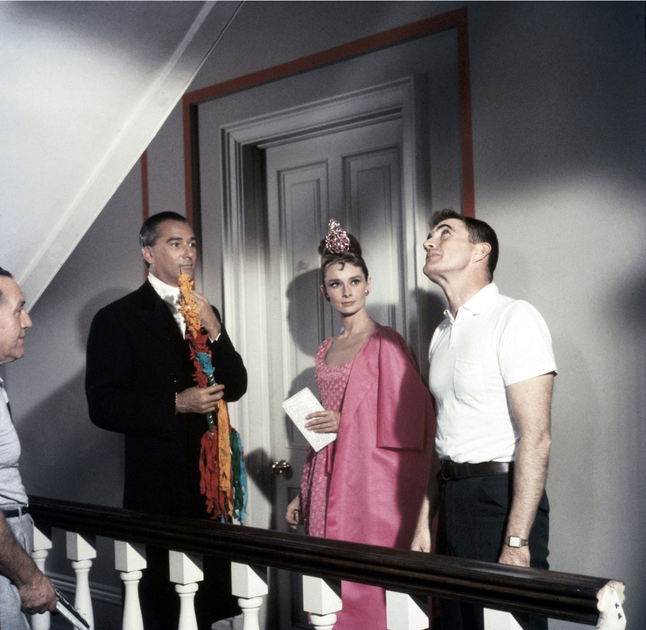 audrey-hepburn-photographed-between-the-actor-josc3a9-luis-de-vilallonga-and-the-film-director-blake-edwards-e2809cbreakfast-at-tiffany_se2809d-in-no…