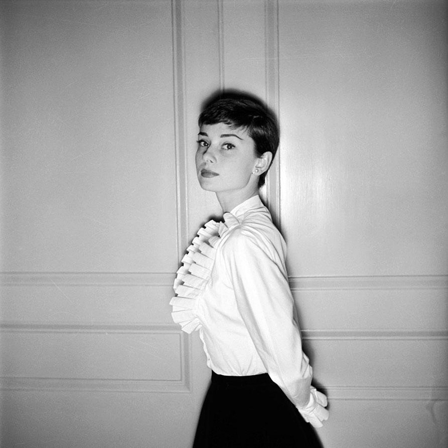 audrey-hepburn-photographed-by-cecil-beaton-in-london-england-in-1955.jpg