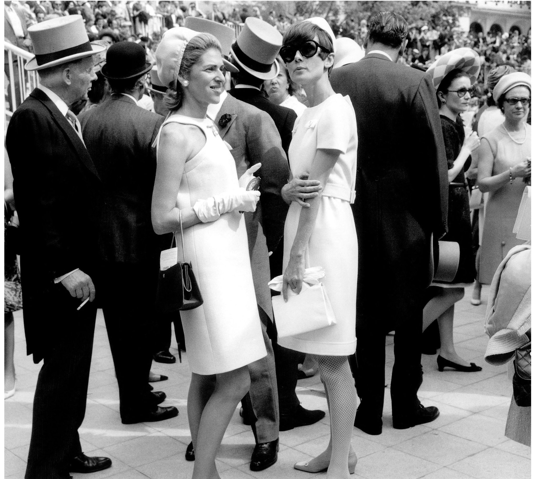 marie-hc3a9lc3a8ne-de-rothschild-left-becoming-the-queen-of-sixties-french-society-everett.jpg