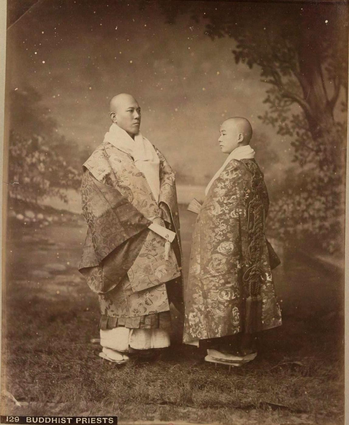 14. Буддийские священники (Япония).jpg