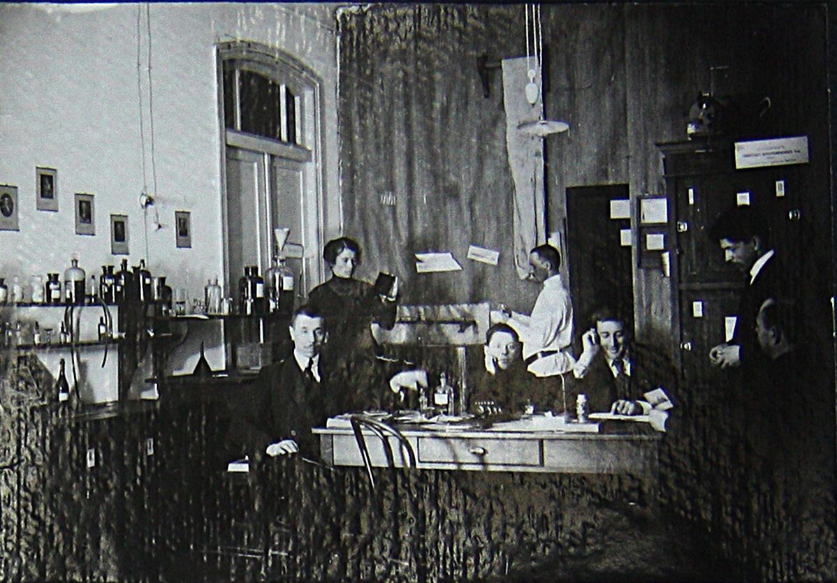 Сибирские высшие женские курсы. Лабораторные занятия.jpg