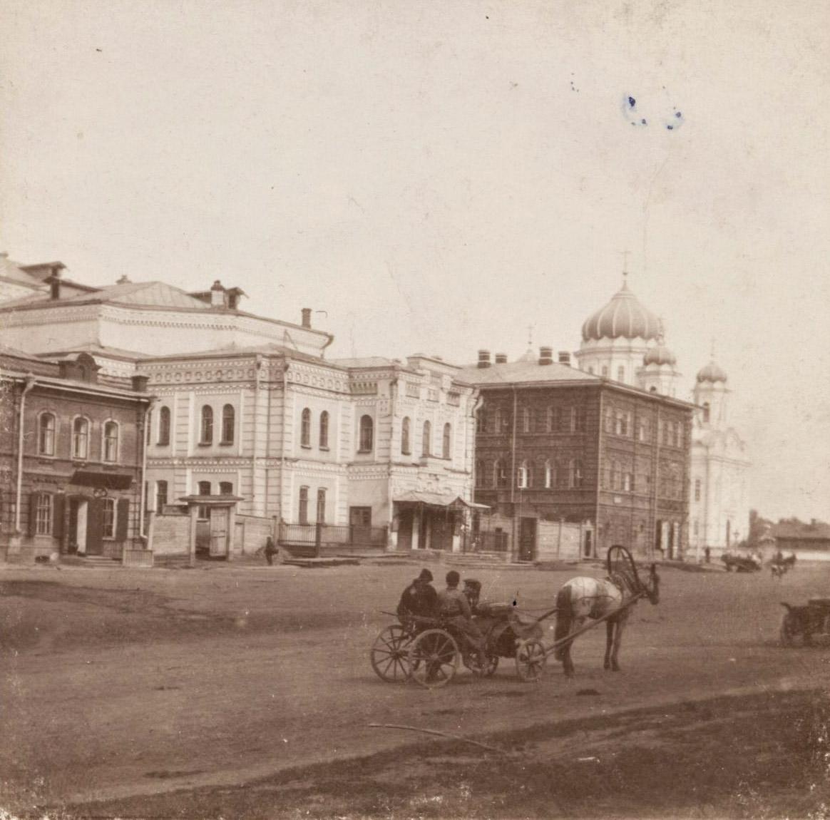 У театра Королёва.jpg