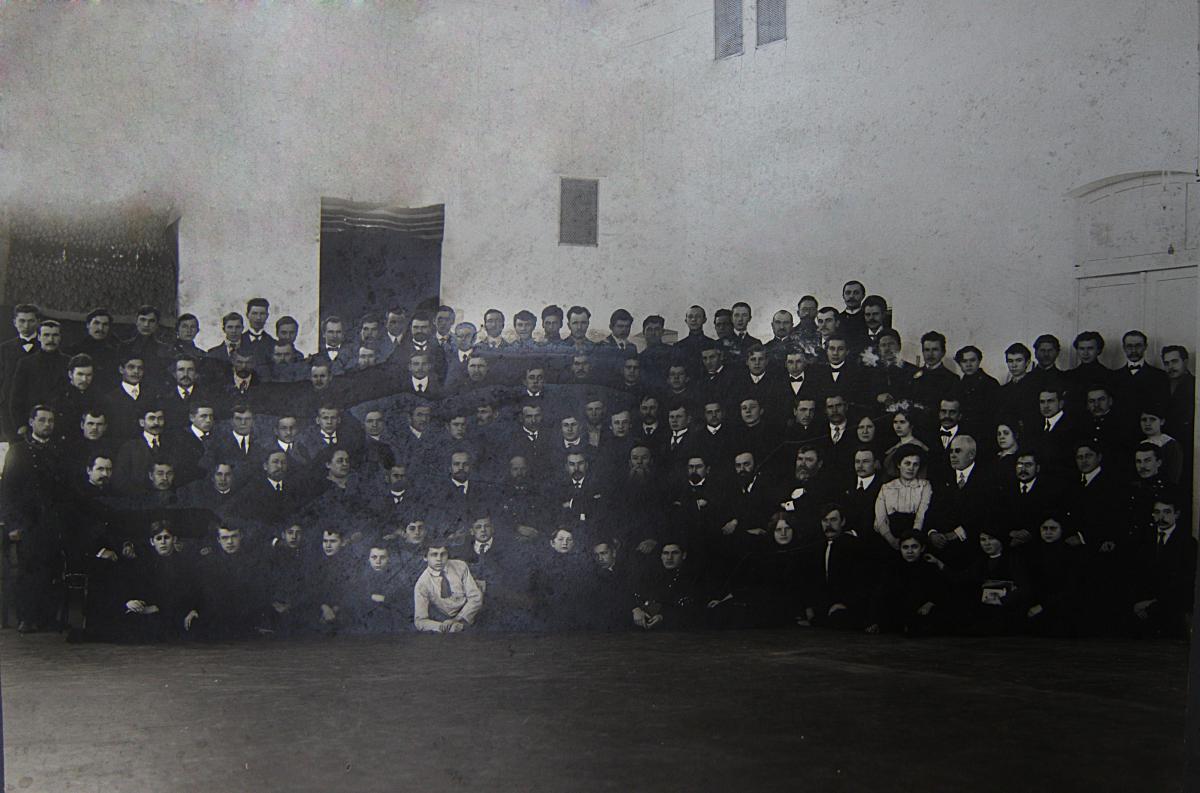 Учащиеся и преподаватели Томских вечерних общеобразовательных курсов в Доме Науки. 1912-13.jpg