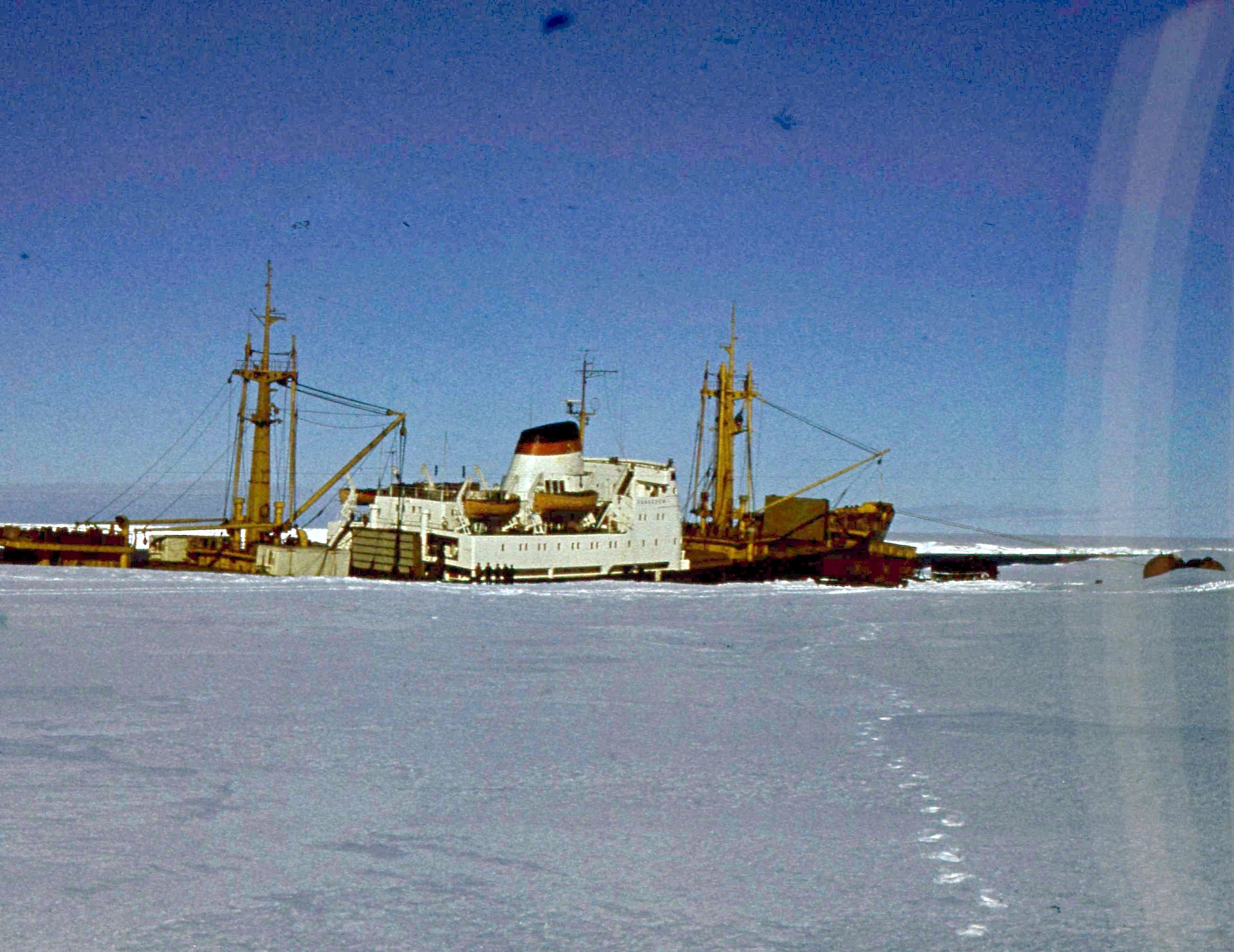 829623 Антарктическая станция _Молодёжная_.jpg