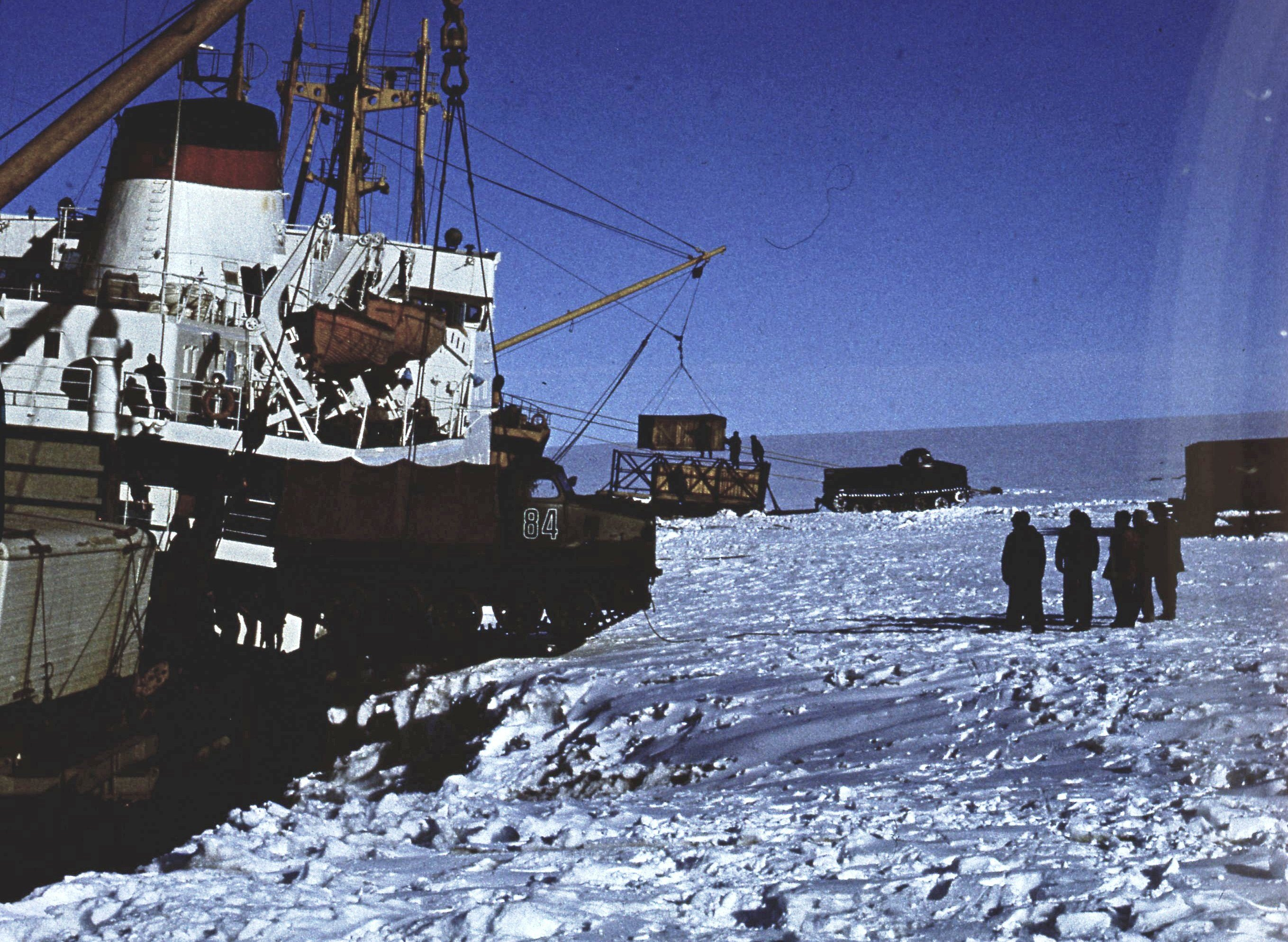 829753 Антарктическая станция _Молодёжная_.jpg