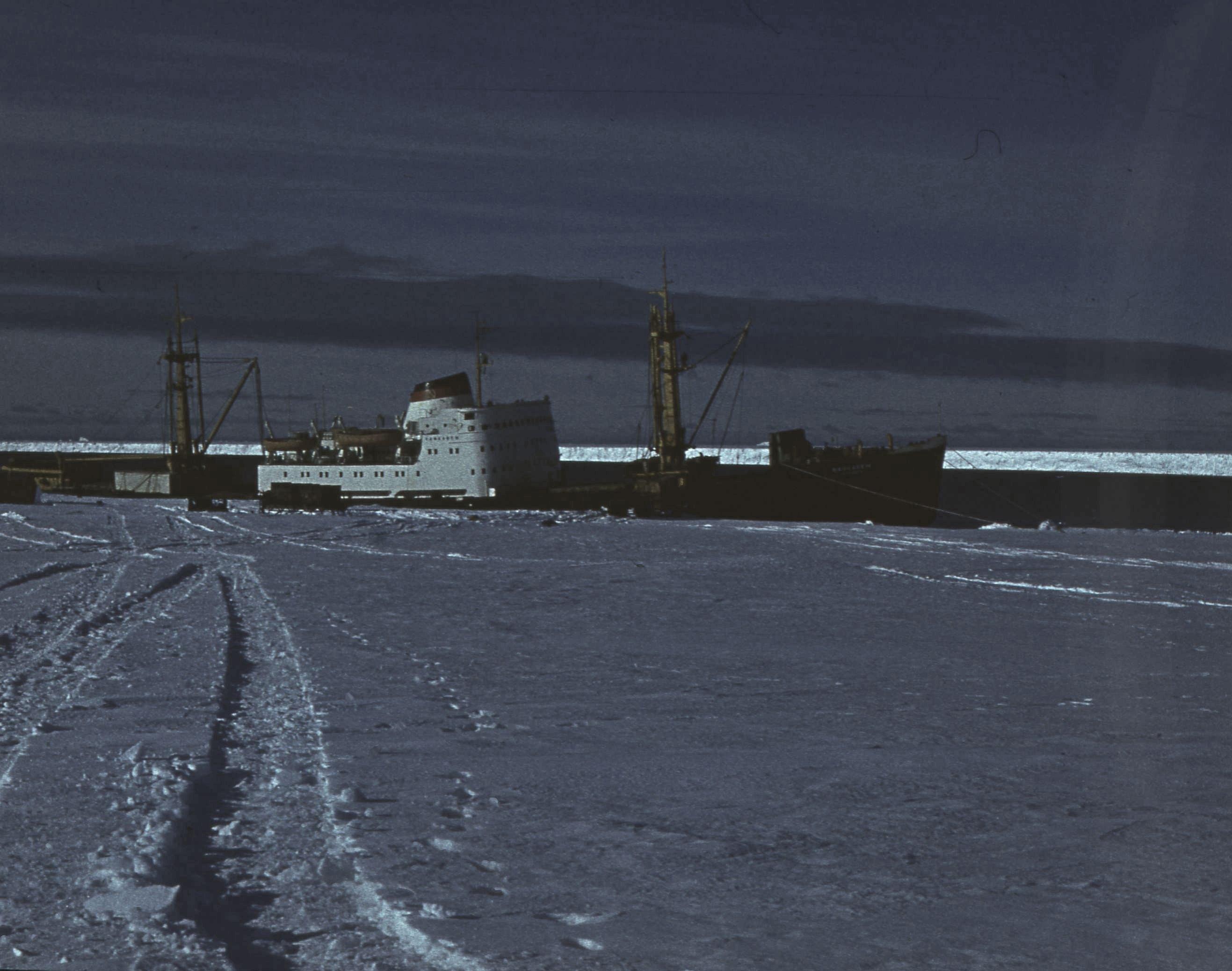 829762 Антарктическая станция _Молодёжная_.jpg