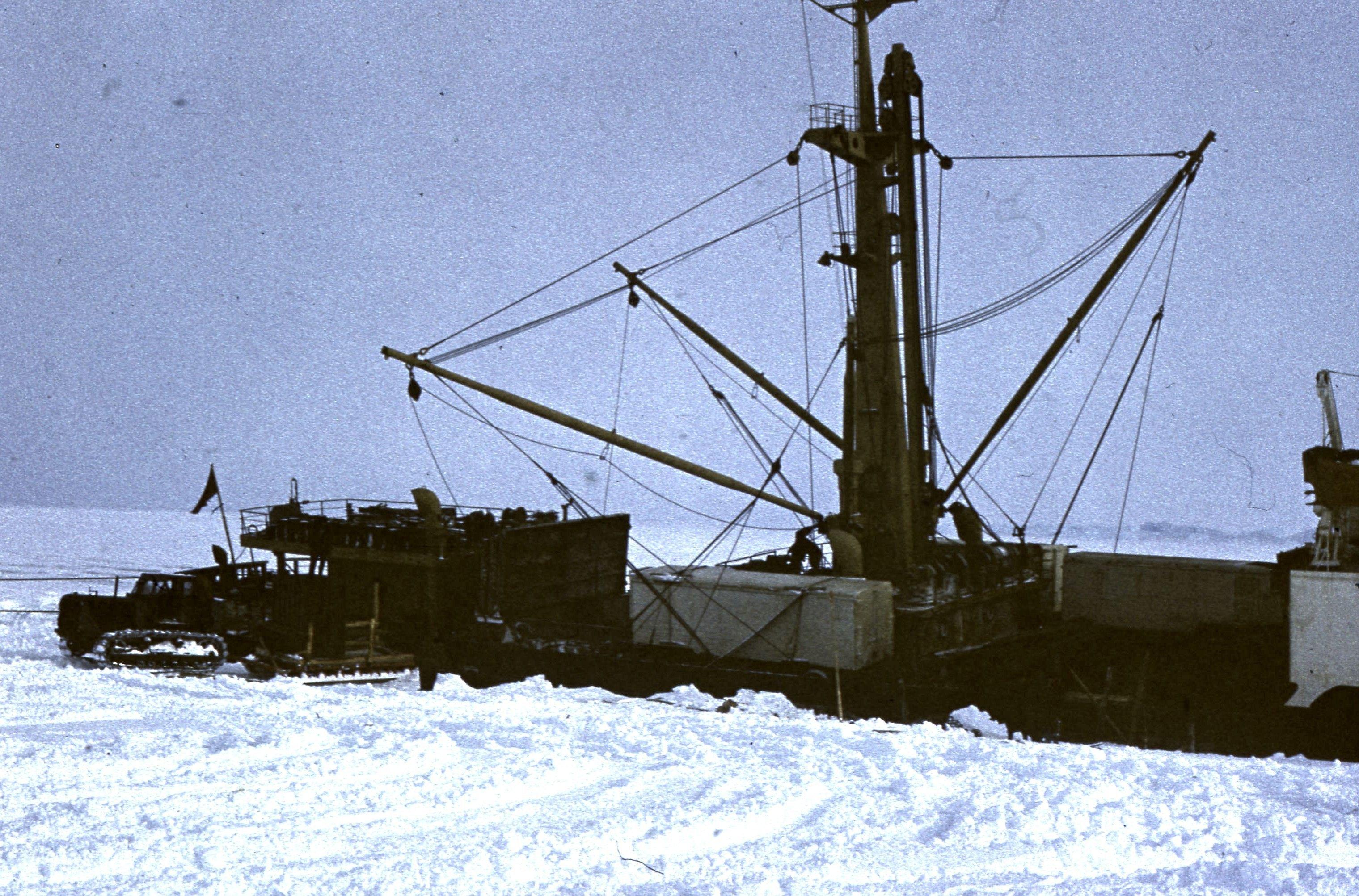 829764 Антарктическая станция _Молодёжная_.jpg