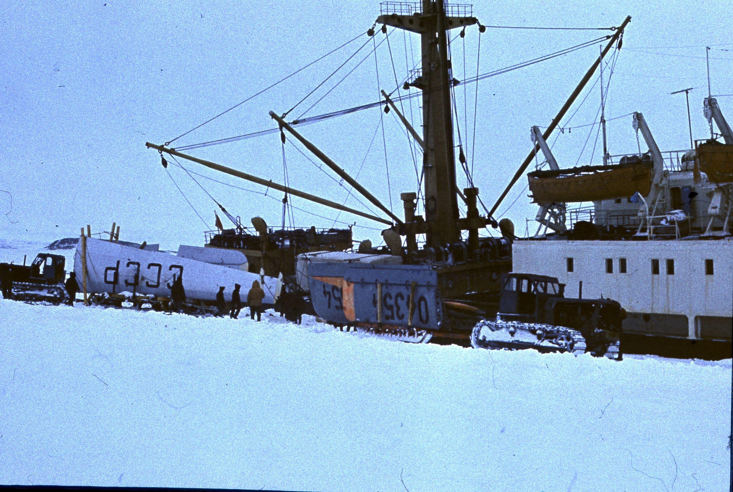 829769 Антарктическая станция _Молодёжная_.jpg