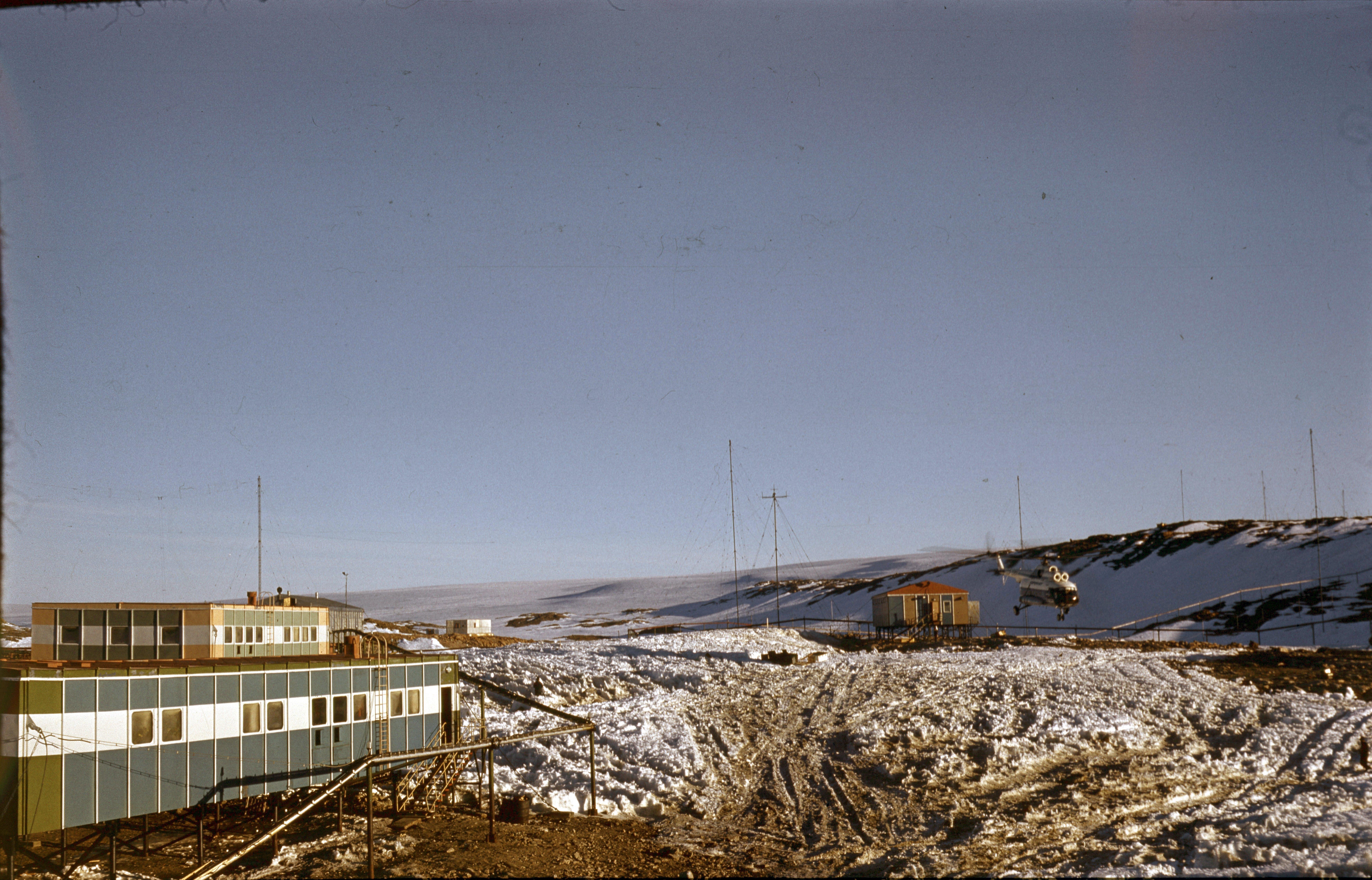 830126 Антарктическая станция _Молодёжная_.jpg