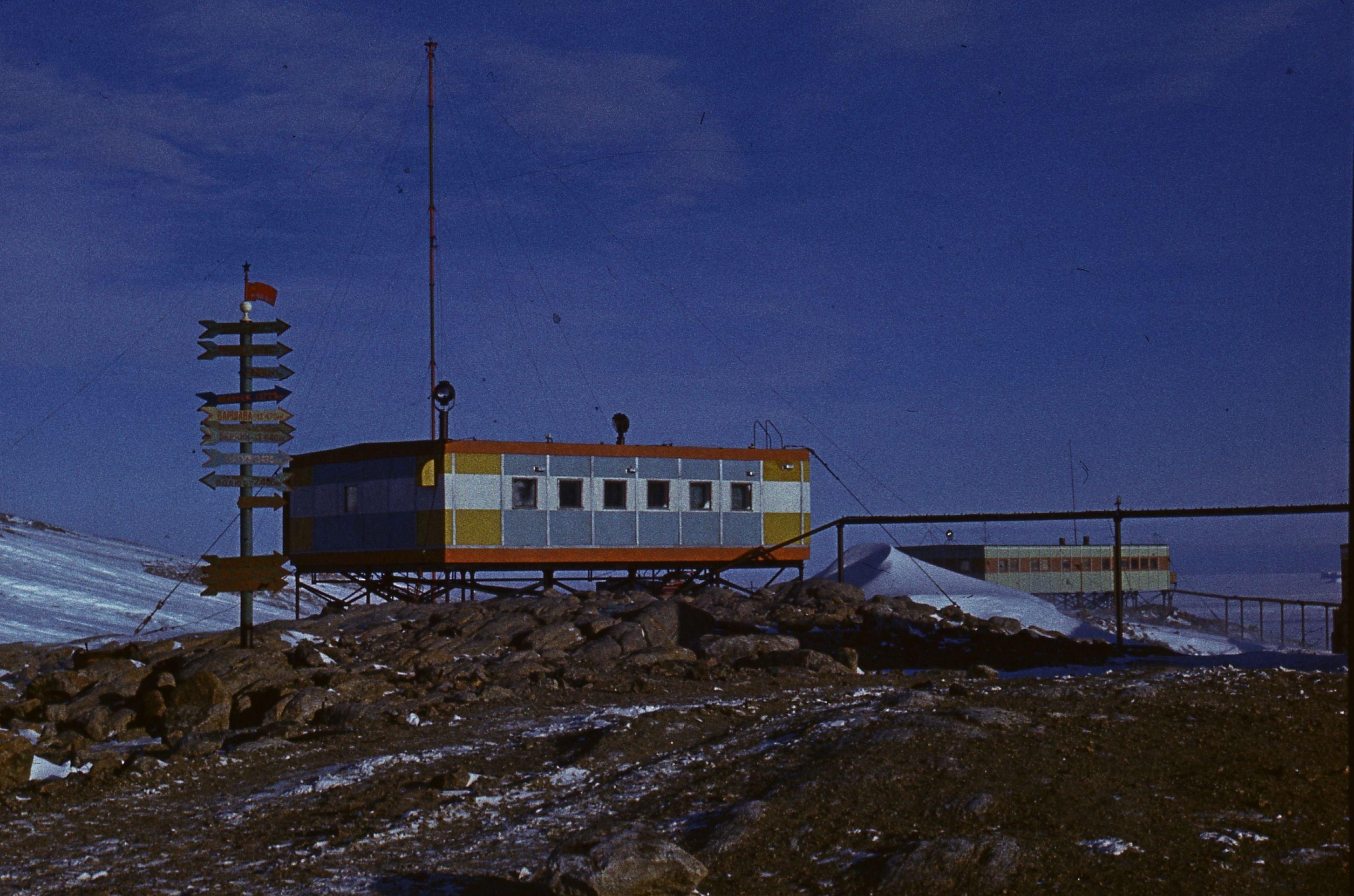 830164 Антарктическая станция _Молодёжная_.jpg
