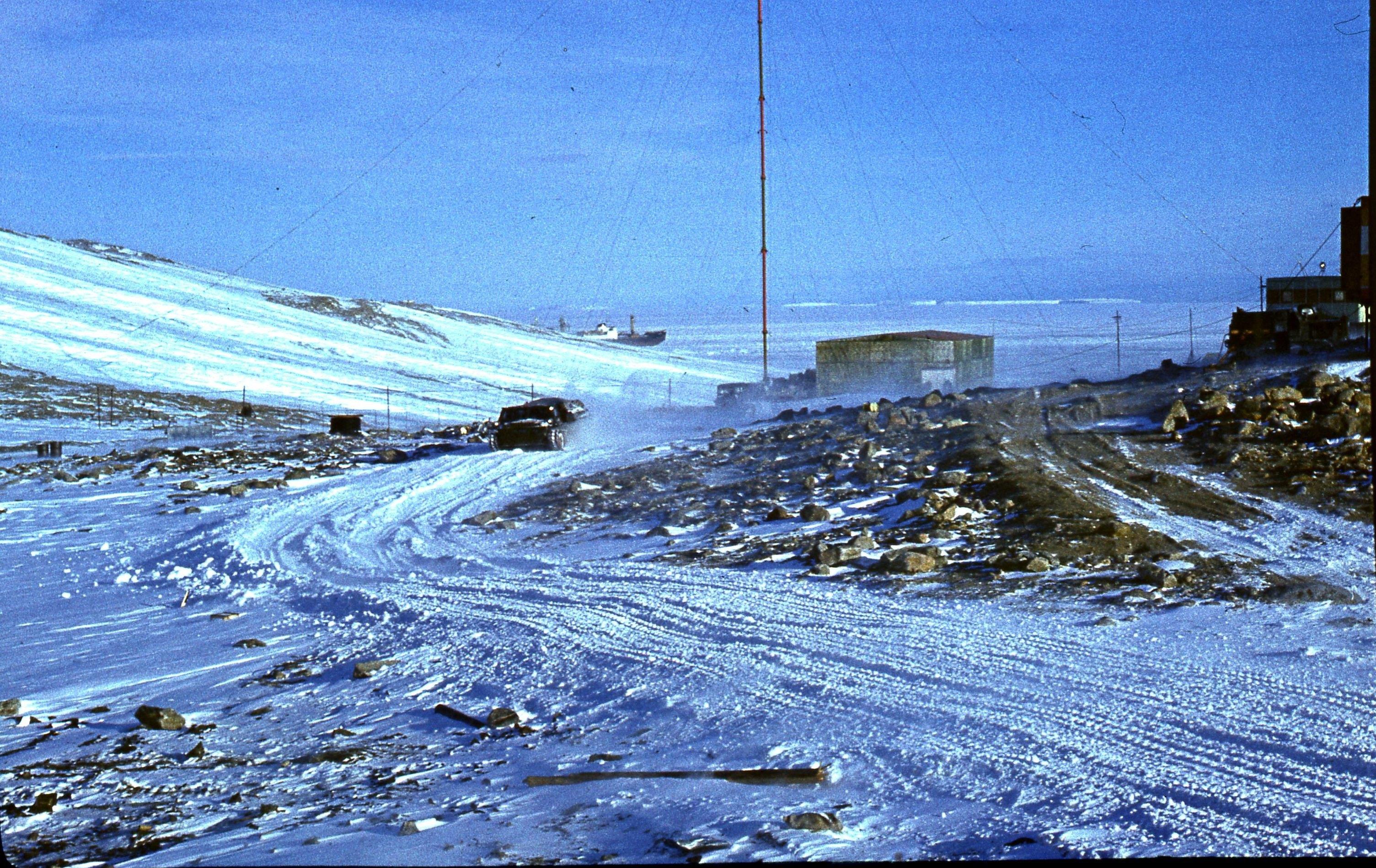 1975-1976. Антарктическая станция «Молодёжная».jpg