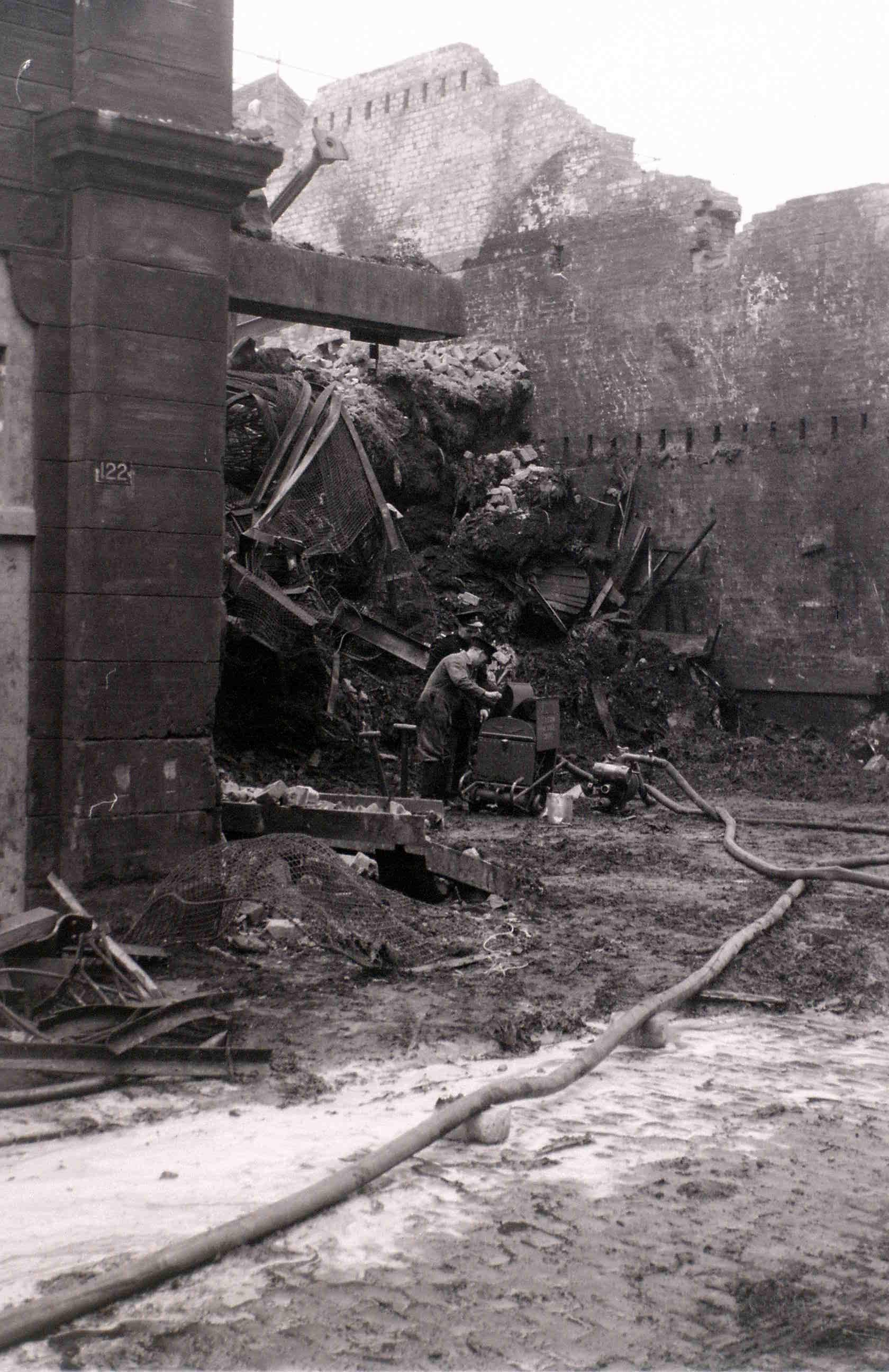 Глазго, 19 апреля 1960. После пожара2.jpg