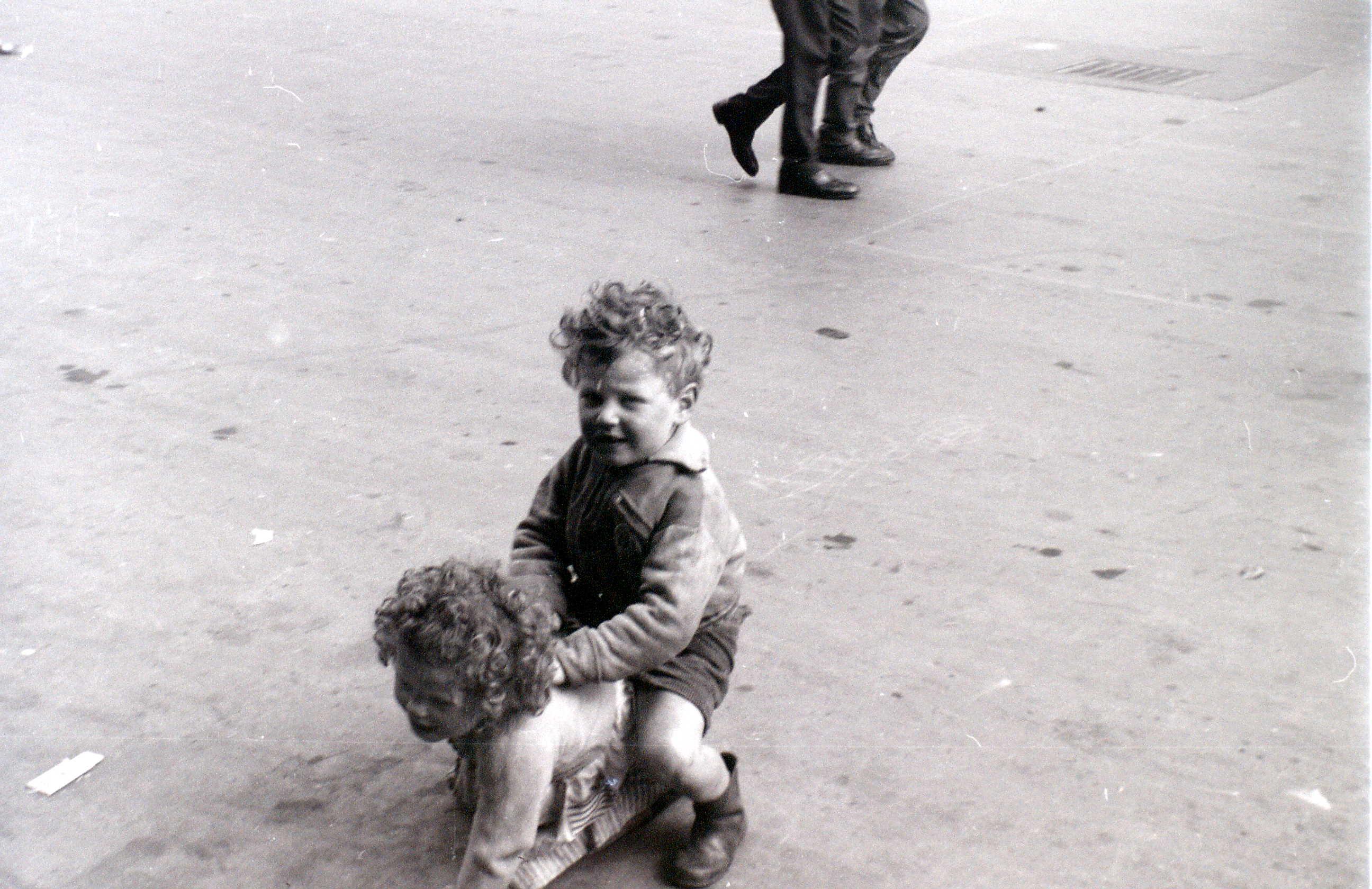 Горбалс, Глазго, 19 апреля 1960 9.jpg