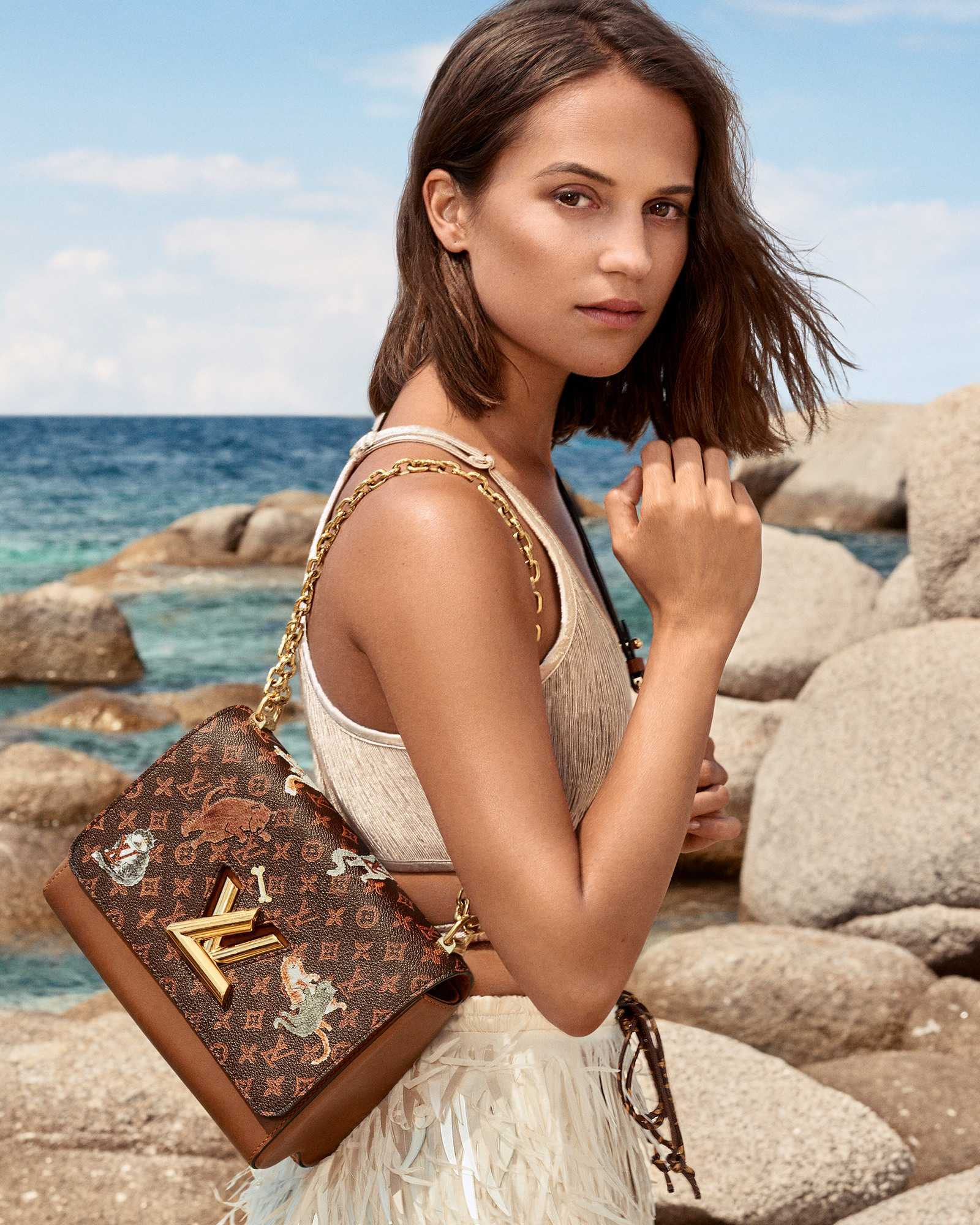 Alicia-Vikander-Louis-Vuitton-Cruise-20190ac6ea999074294.jpg