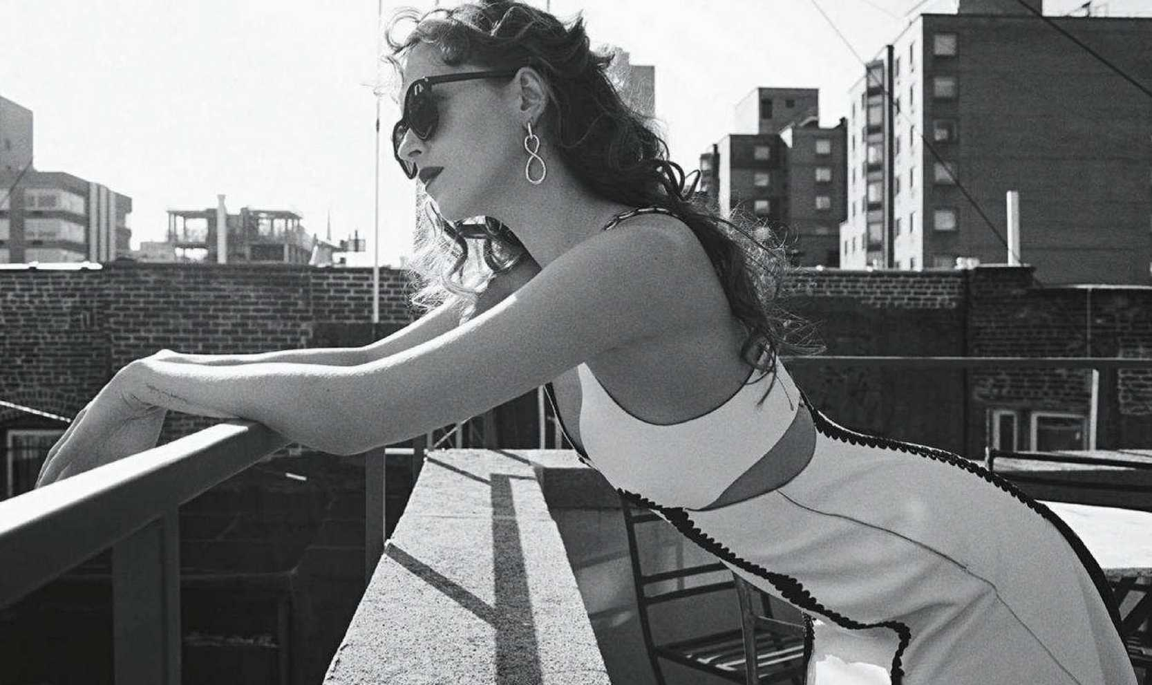 Dakota-Johnson-Emma-Summerton-Photoshoot-for-Vogue-Australia-October-2018bfe326982742424 (1).jpg