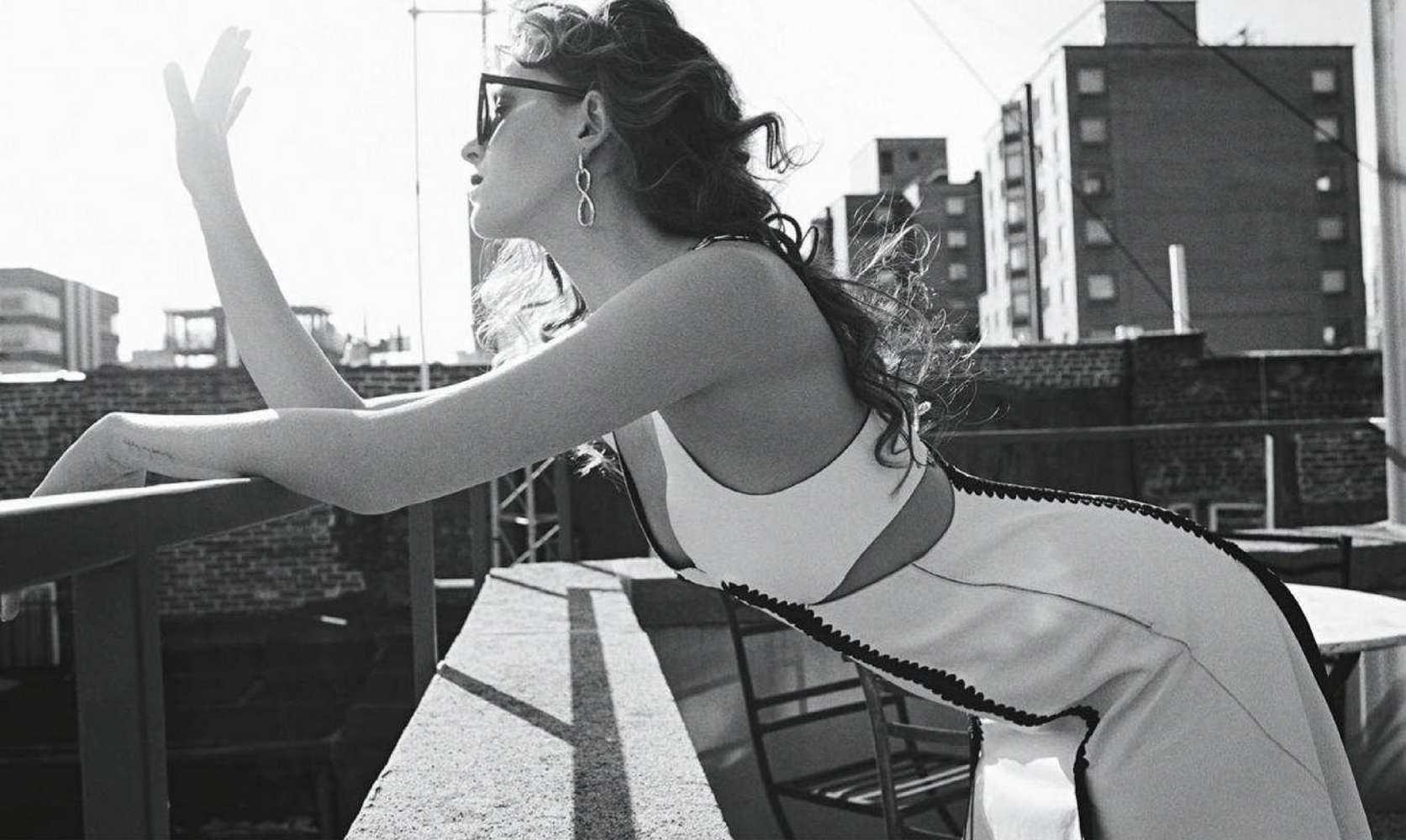Dakota-Johnson-Emma-Summerton-Photoshoot-for-Vogue-Australia-October-201818718f982742584.jpg