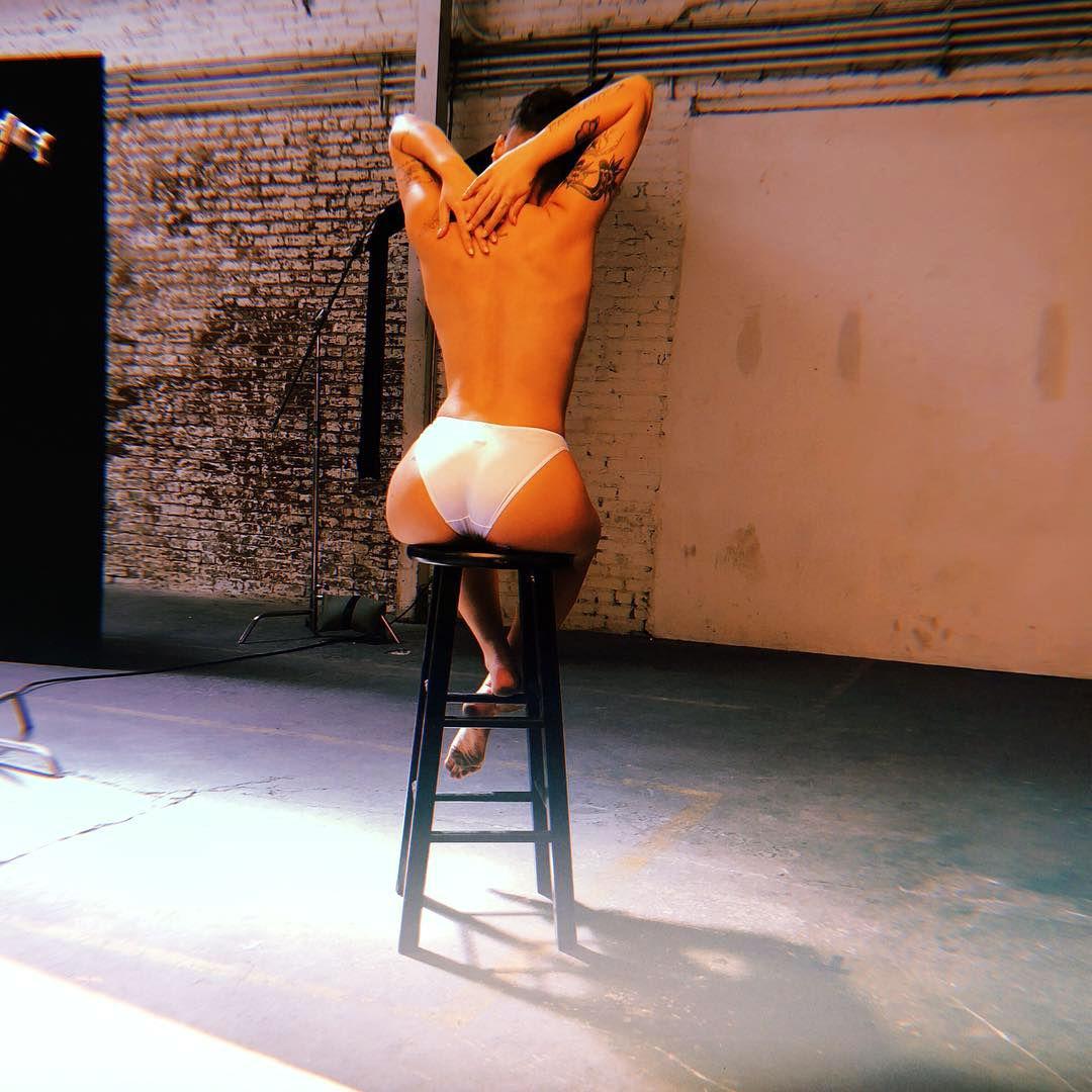 Halsey-Topless-thefappeningblog.com_ (1).jpg