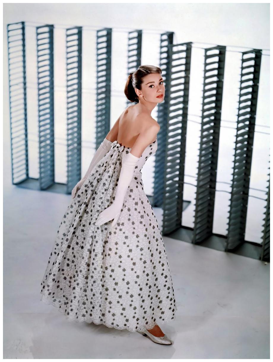 audrey-hepburn-in-funny-face-1957-paramount-designer-hubert-de-givenchy.jpg