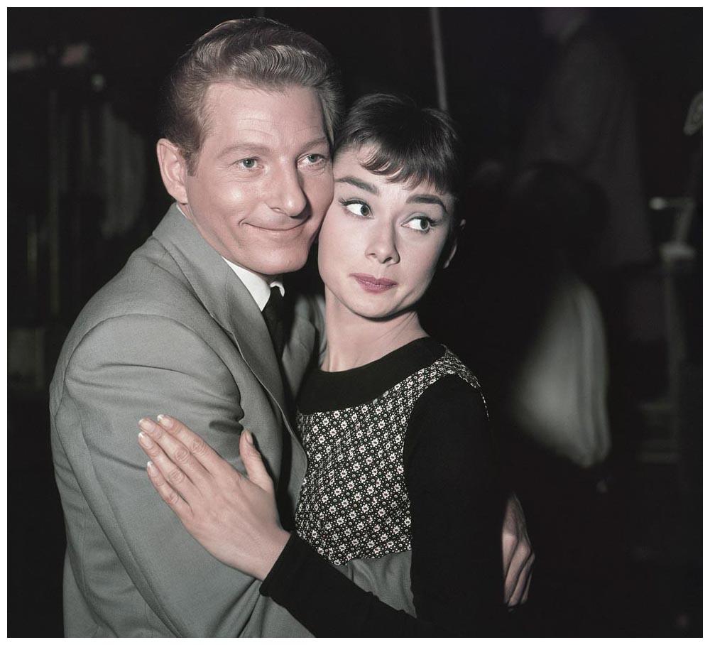 l_attrice-audrey-hepburn-abbraccia-l_attore-danny-kaye-in-una-foto-del-1954-ap-photo.jpg