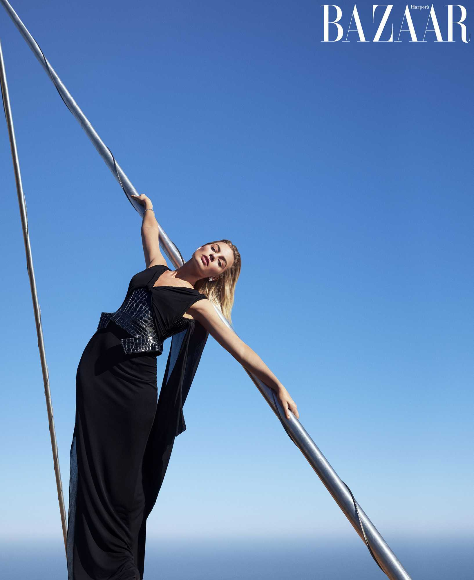 Margot-Robbie-Harpers-Bazaar-US-Magazine-December-2018January-20195.jpg