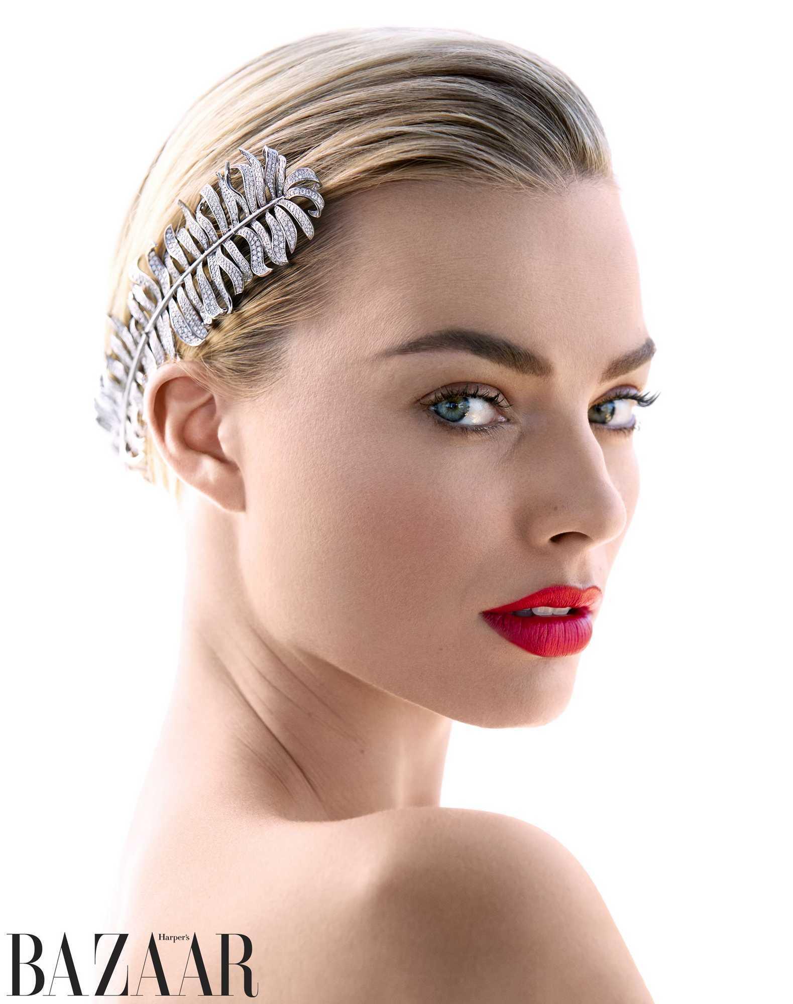 Margot-Robbie-Harpers-Bazaar-US-Magazine-December-2018January-20198.jpg