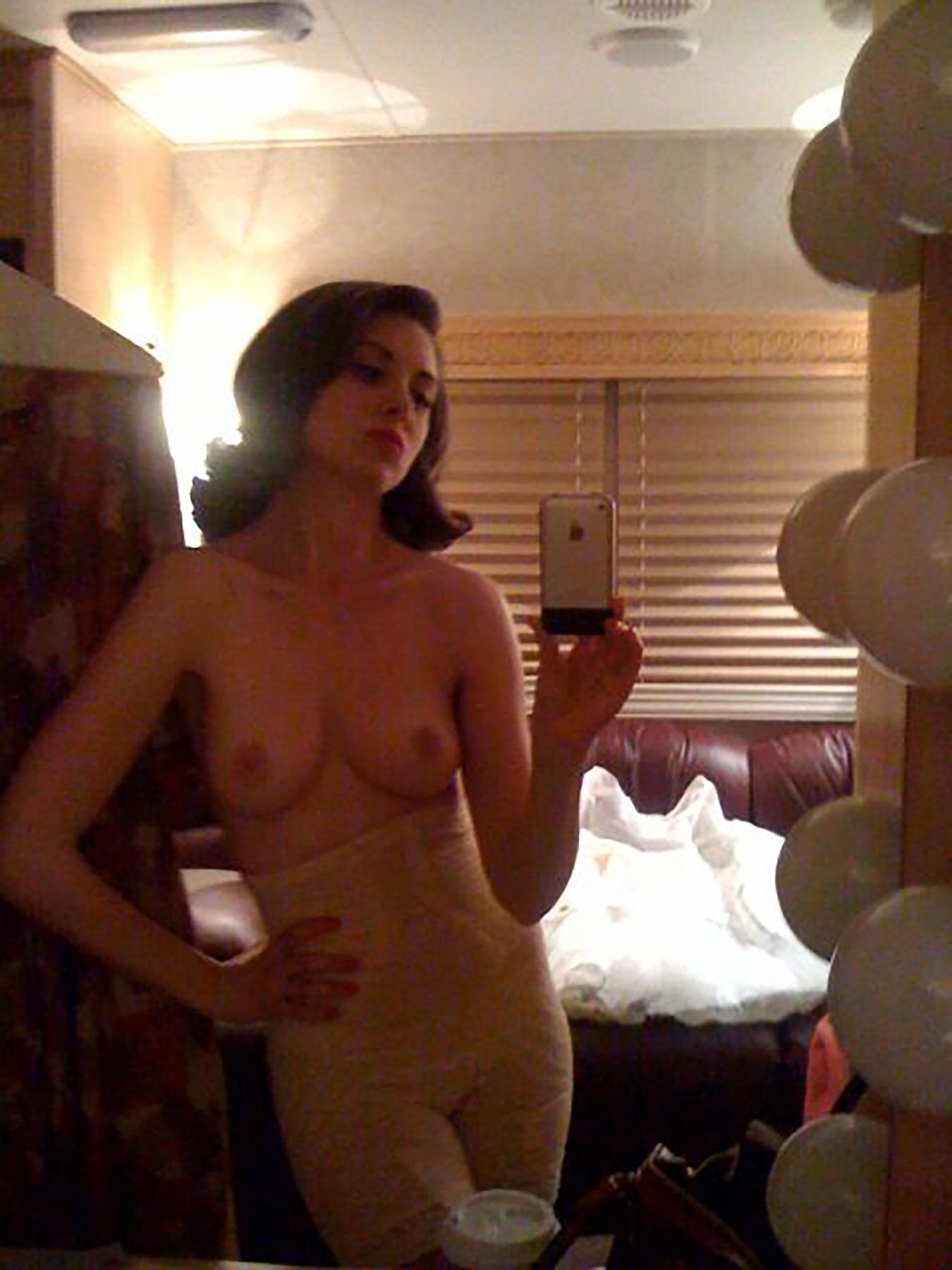 03-Alison-Brie-nude-Leaked.jpg