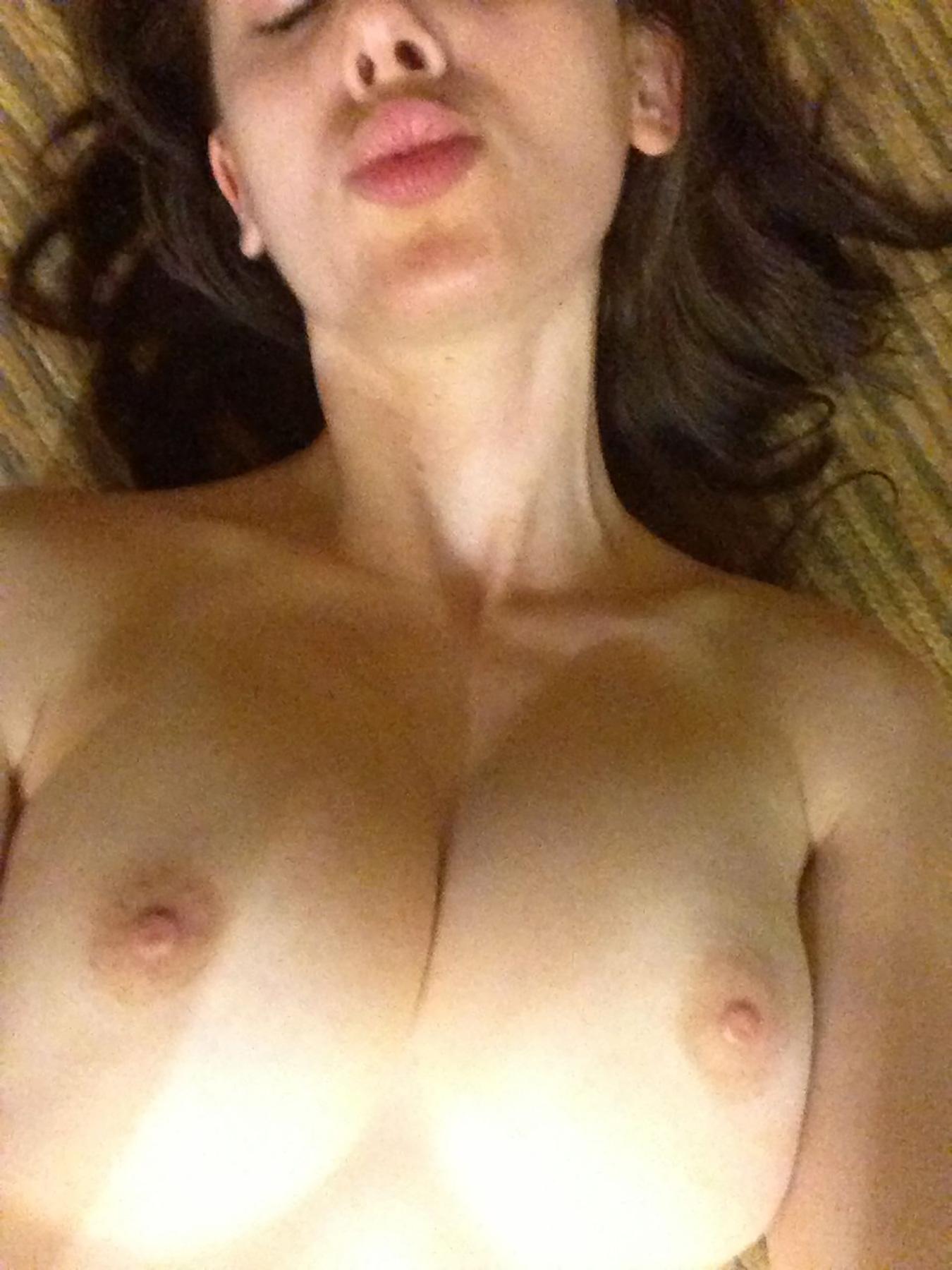 16-Alison-Brie-nude-Leaked.jpg