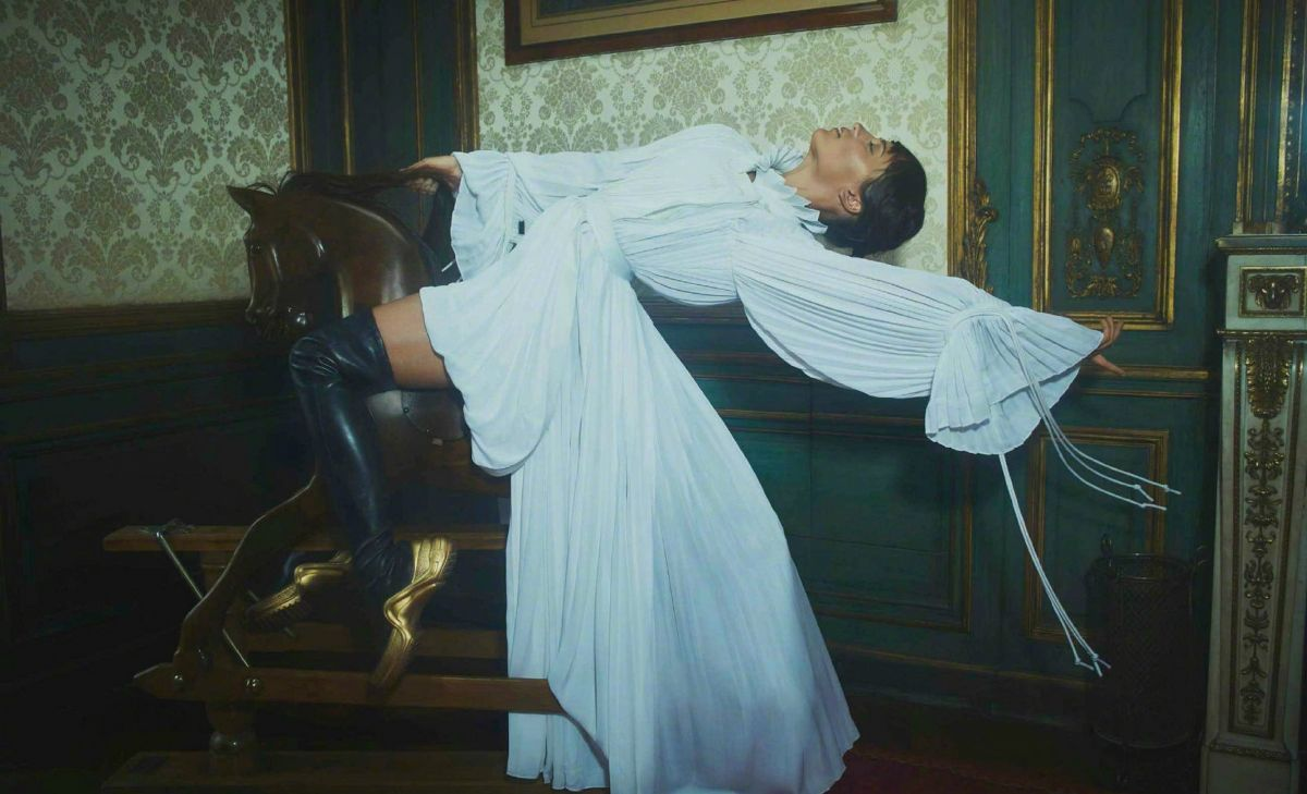 Alicia-Vikander-Vogue-España-December-20188.jpg