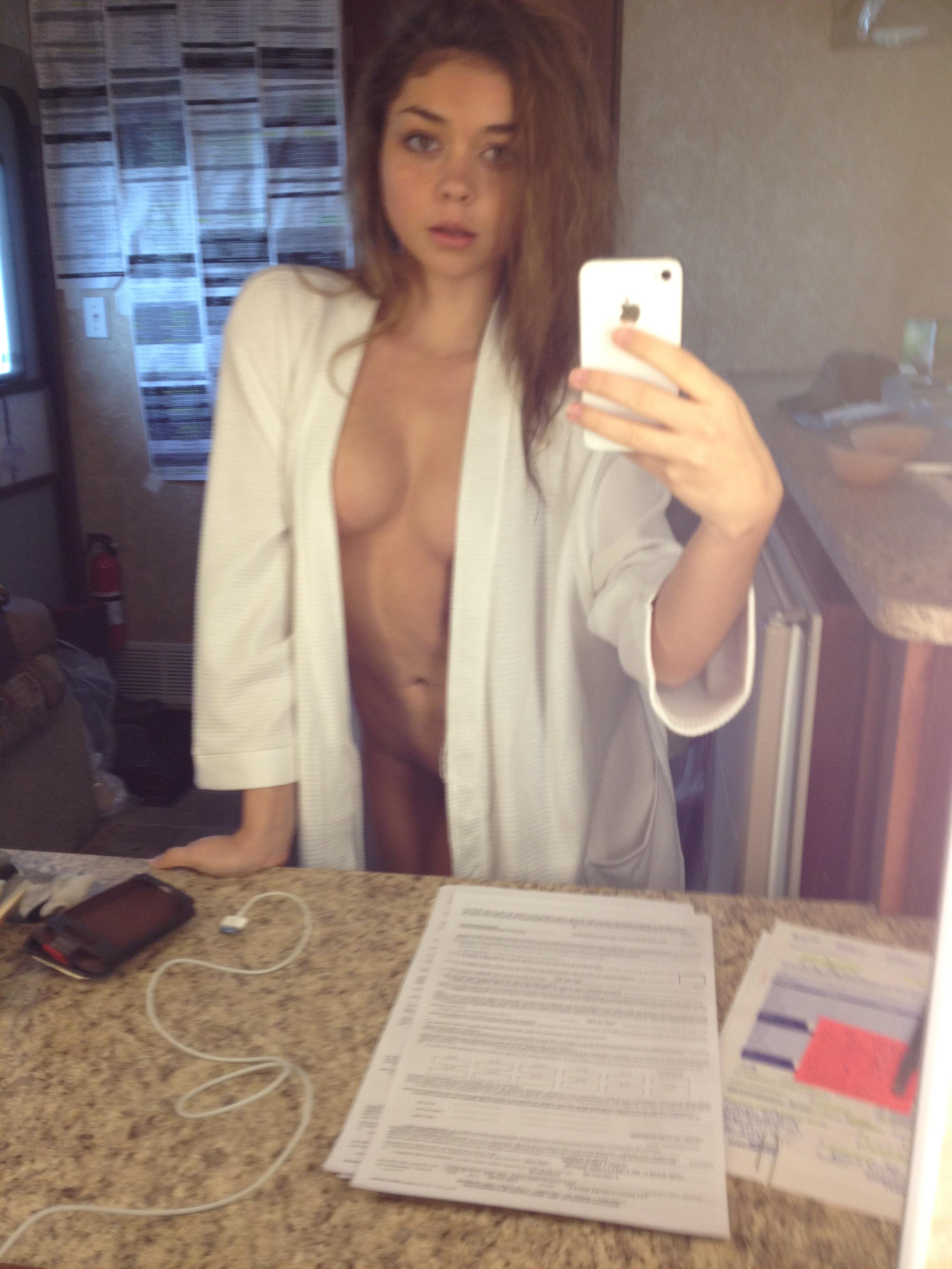 Sarah-Hyland-nude-boobs-17NVSO.jpg