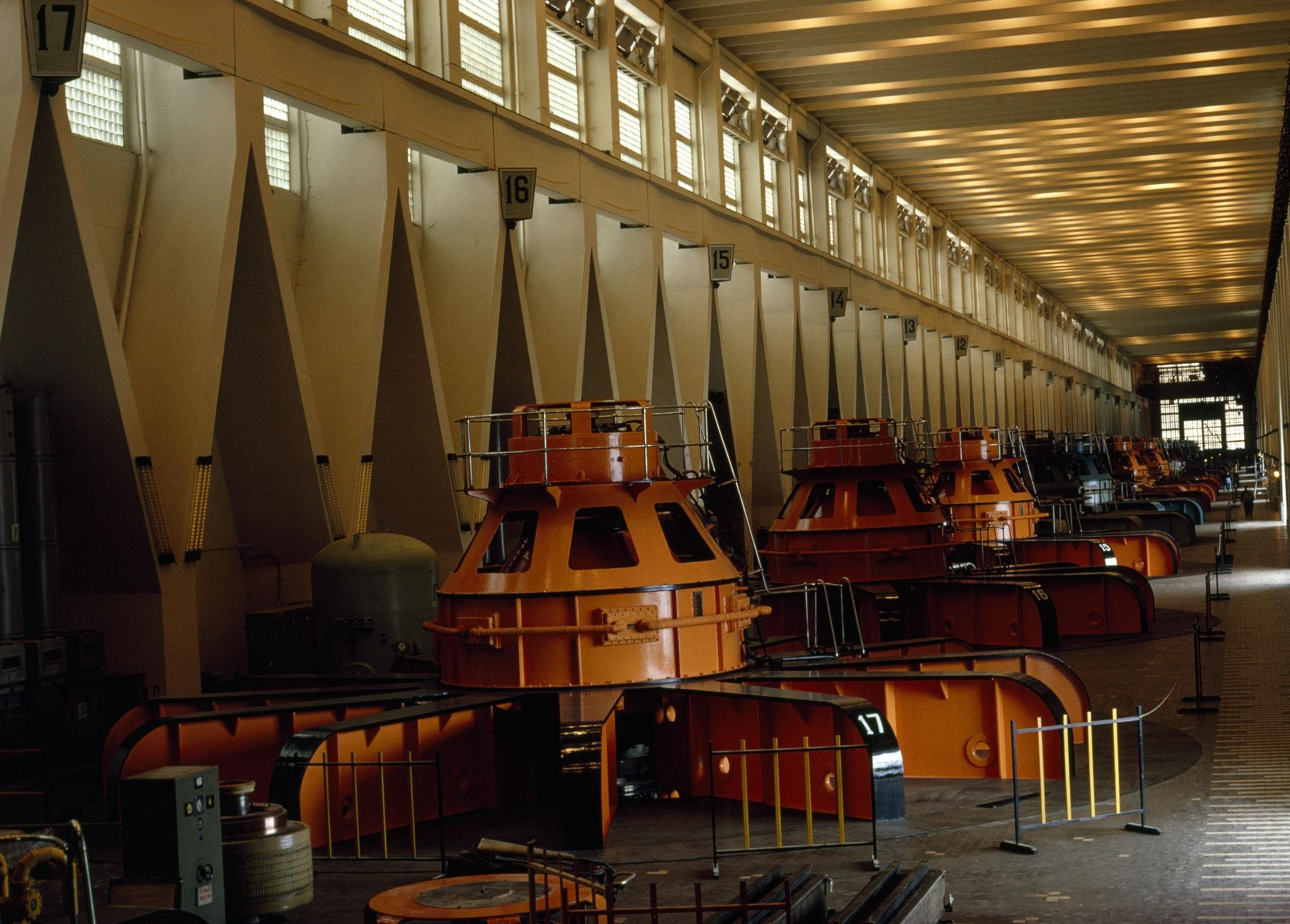 Турбины Братской ГЭС.jpg