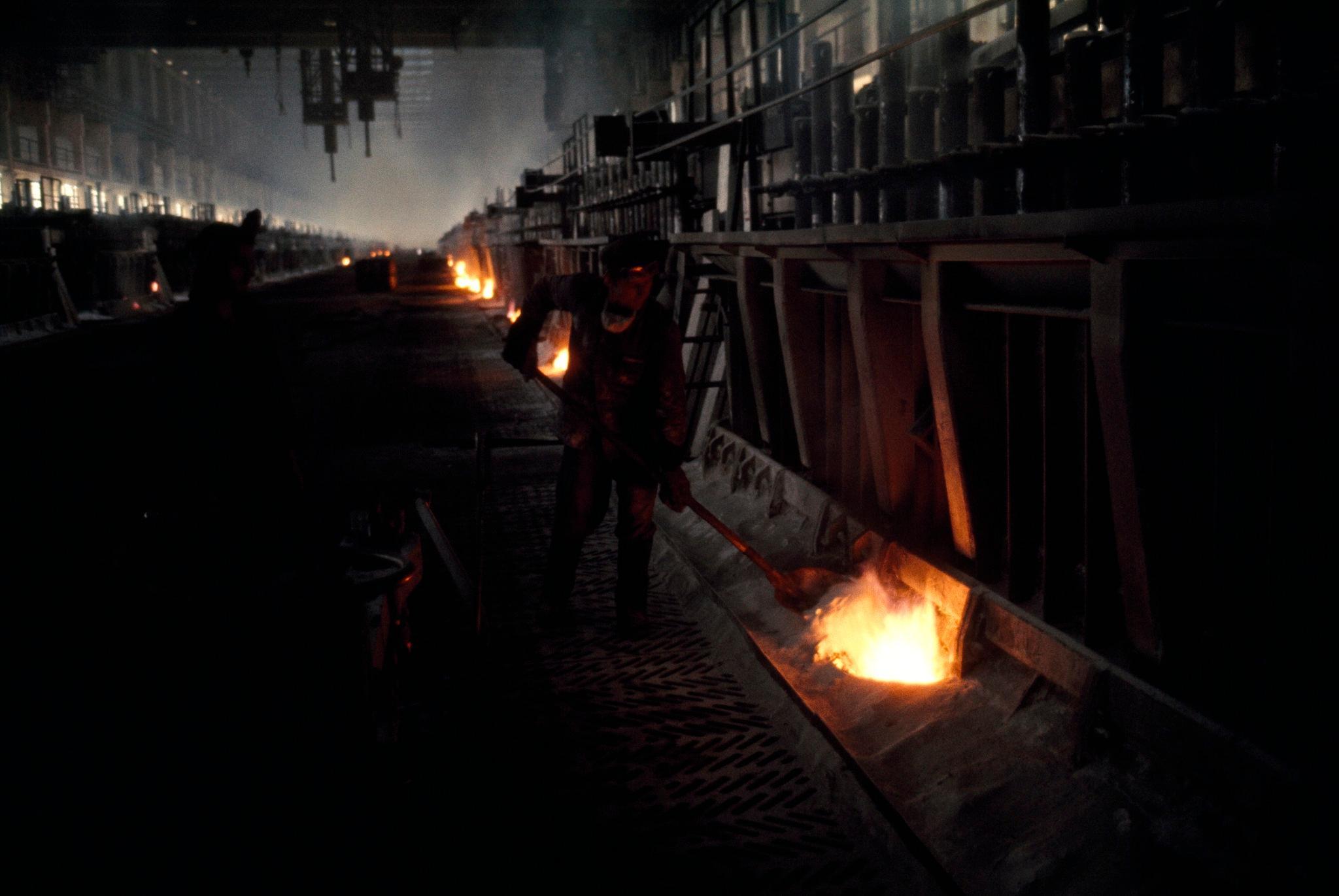 Иркутский алюминиевый завод. В цеху.jpg