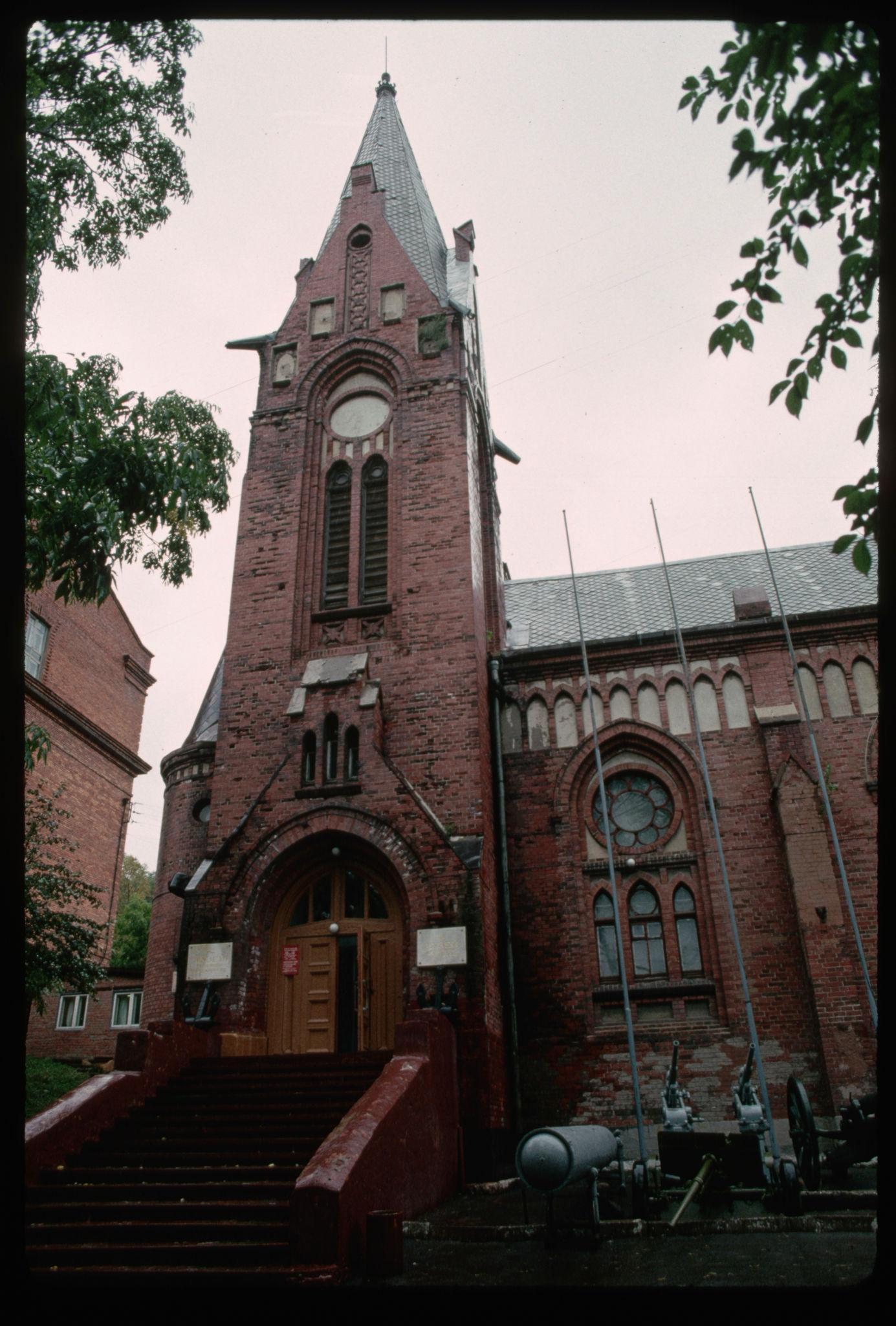 Владивосток. Церковь, превращенная в музей.jpg