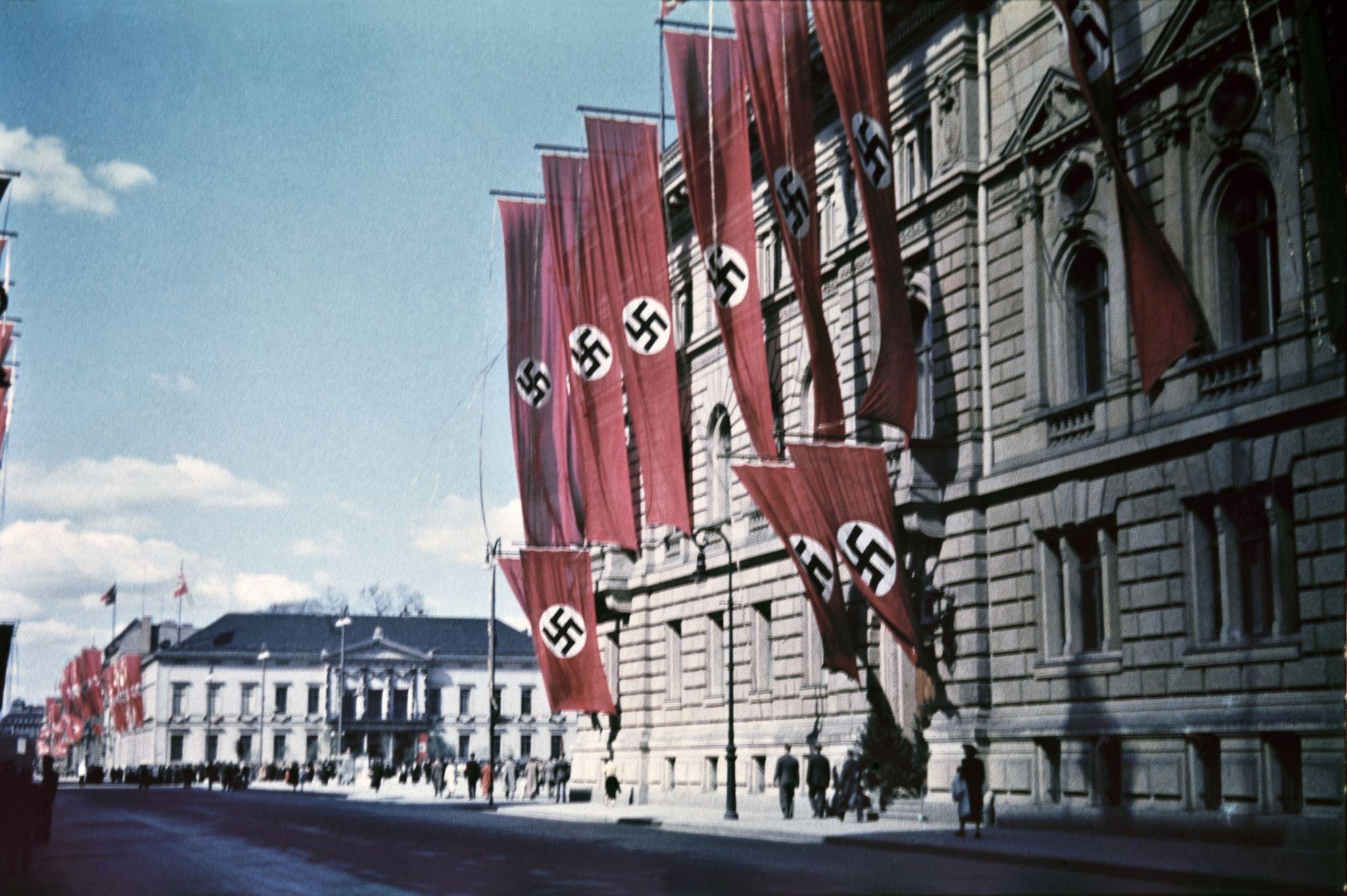 Здание в центре города недалеко от Люстгартена.jpg