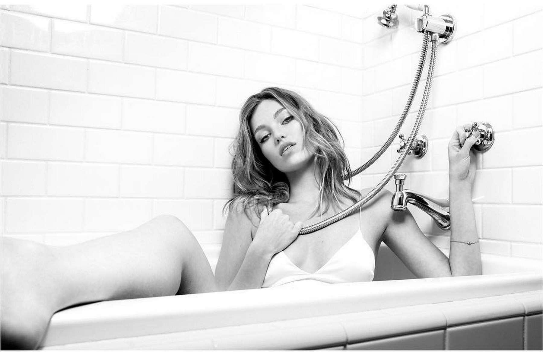 Lili-Simmons-–-Photoshoot-by-Tiziano-Lugli9.jpg
