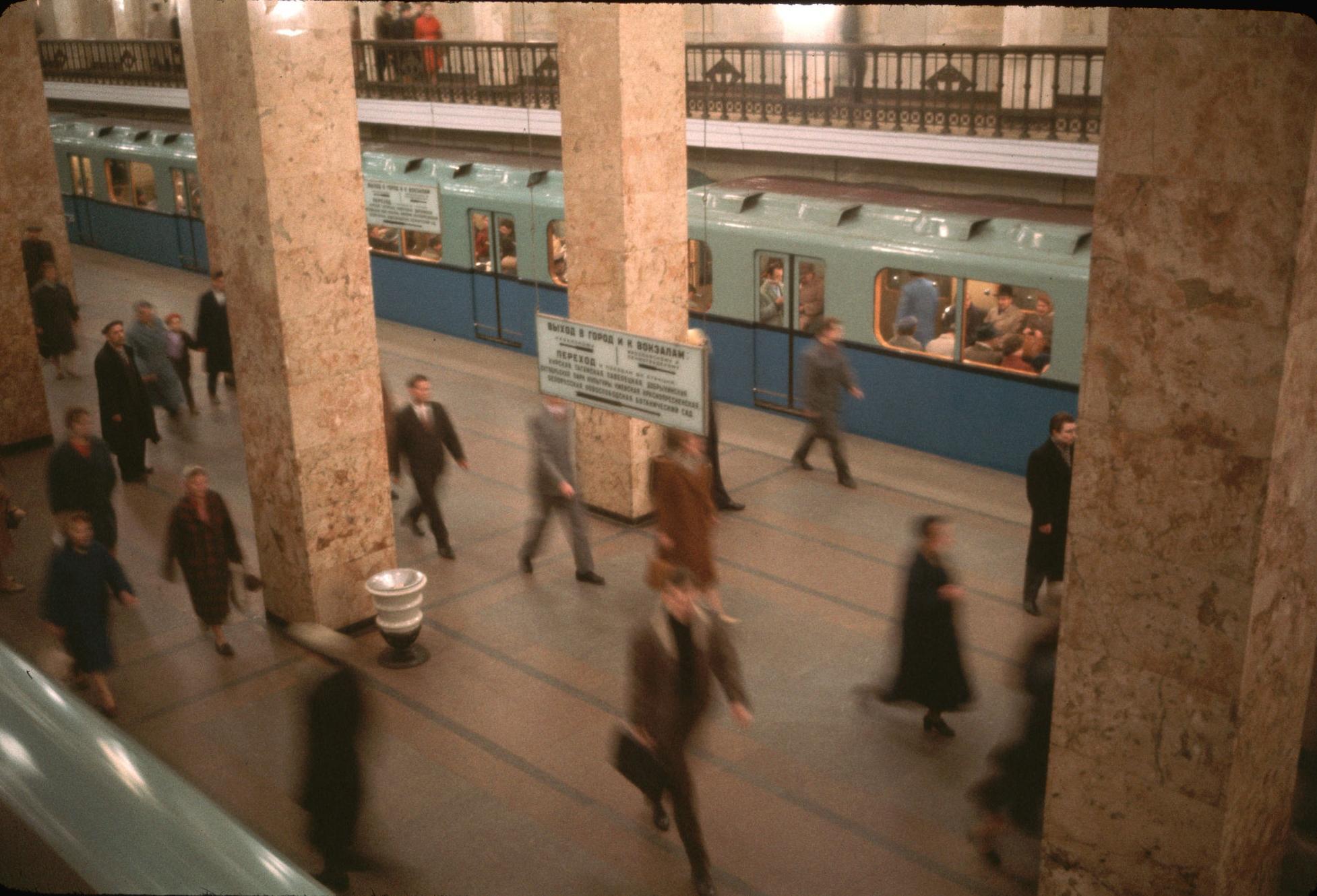 Метрополитен. Станция метро Комсомольская Кировско-Фрунзенской линии. 1964.jpg