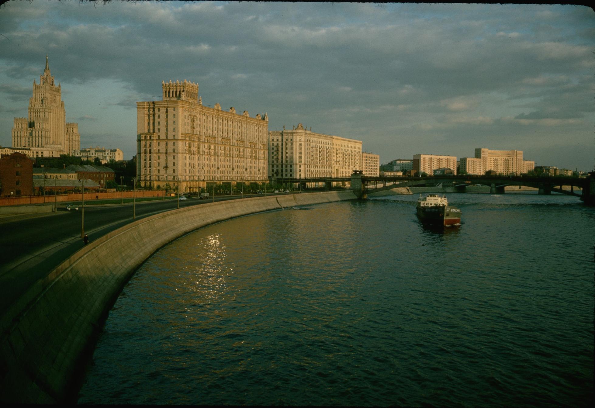 Смоленская набережная. 1964.jpg
