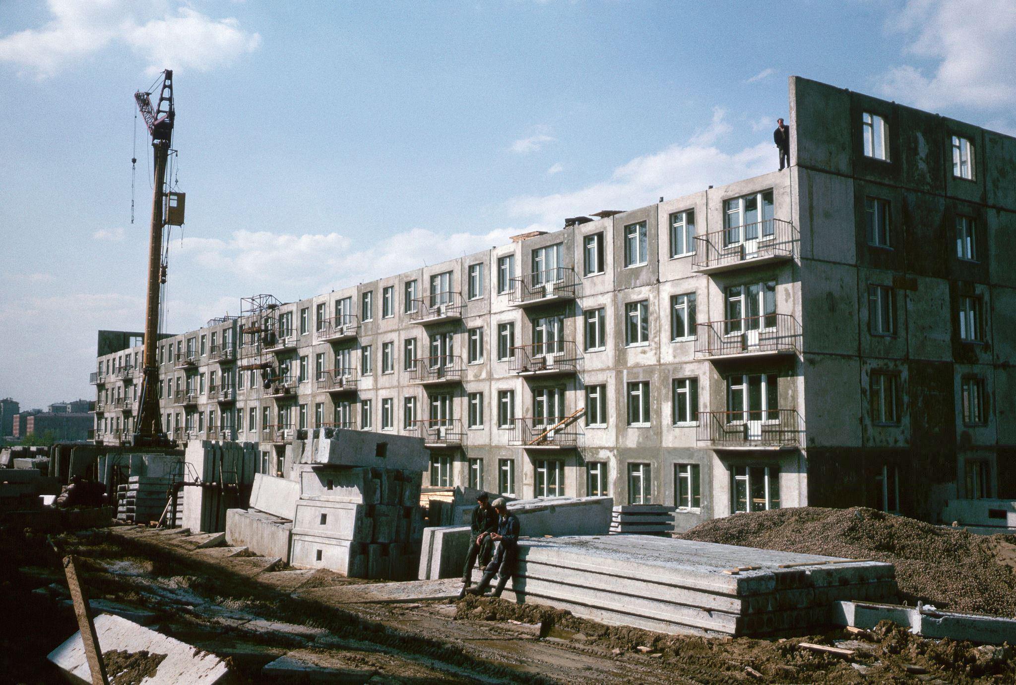 Строительство панельной пятиэтажки. 1964.jpg