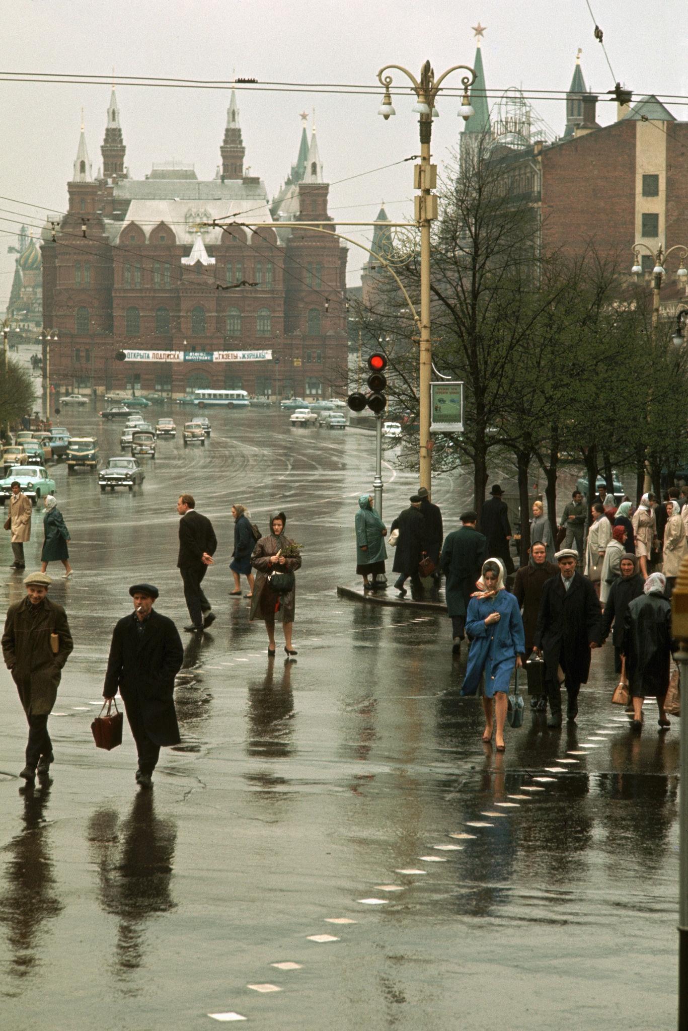 Улица Горького в сторону Манежной площади. 1964.jpg