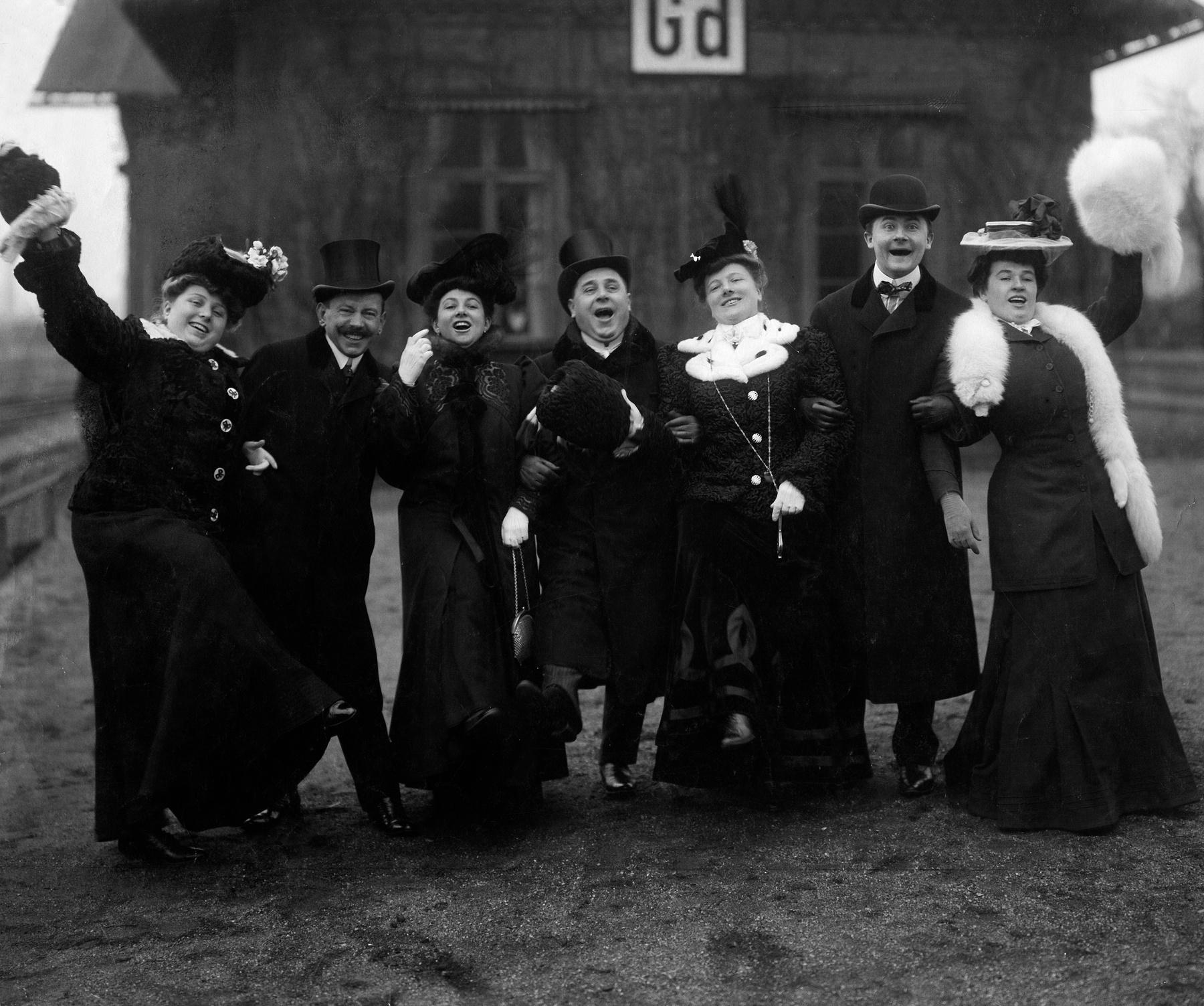 1906. Актер Ида Перри вместе с (слева направо) актерами Арнольдом Риком, мисс Тилшер, ее мужем Гвидо Тильшером, Мартой Глюк, Робертом Стейдлом и Эльз…