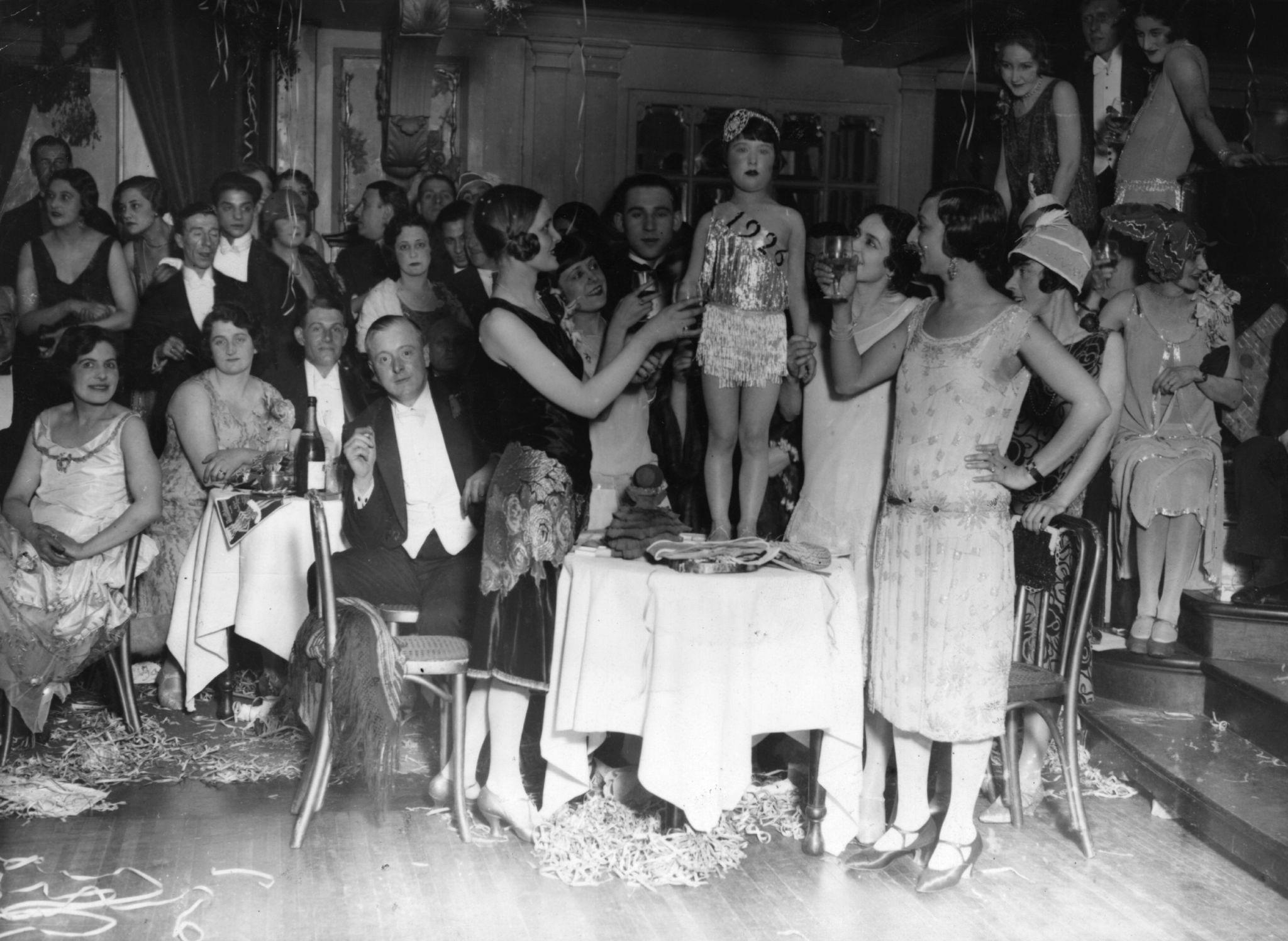 1926. На новогодней вечеринке девочку выбрали «Мисс 1926»..jpg